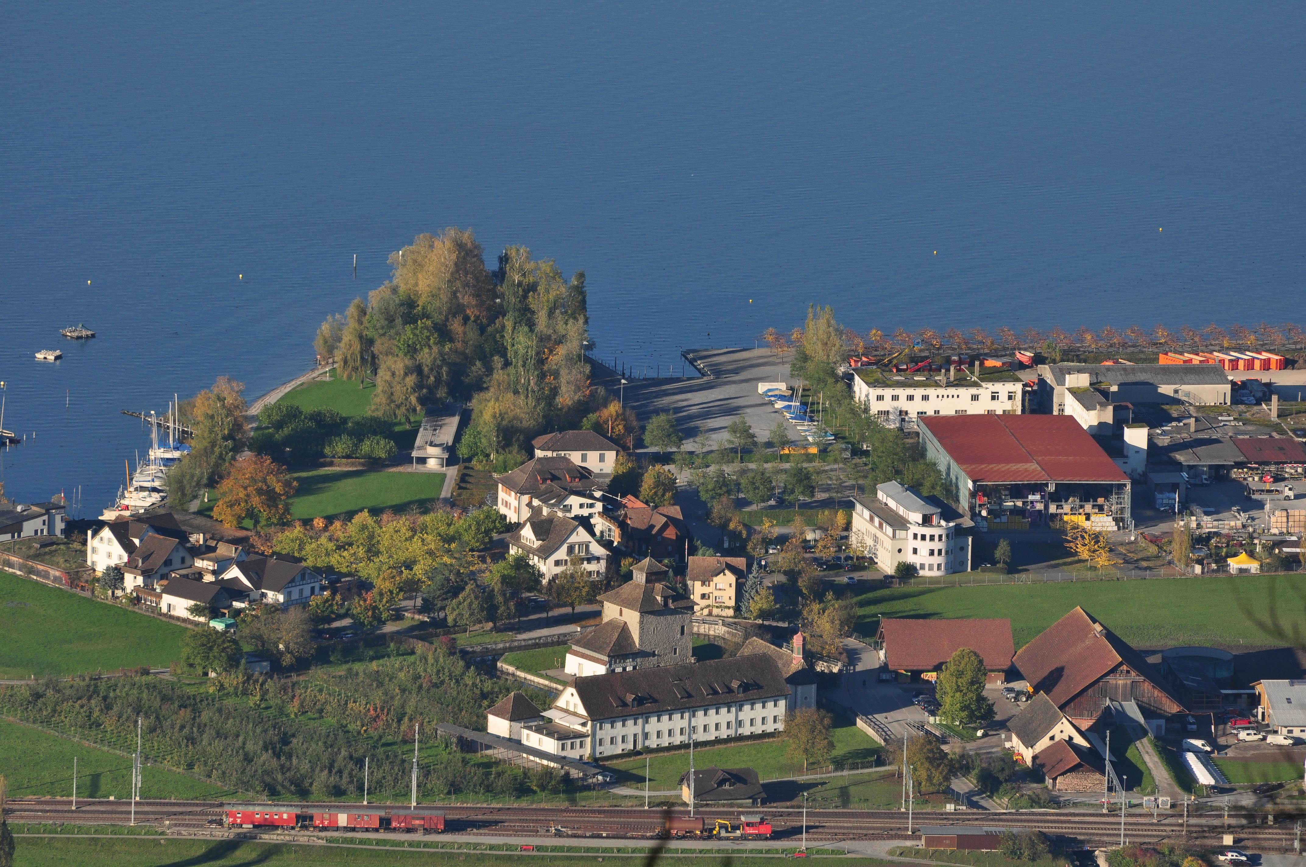 DateiPfäffikon (SZ)  Schloss  Seeanlage  Etzel 201010