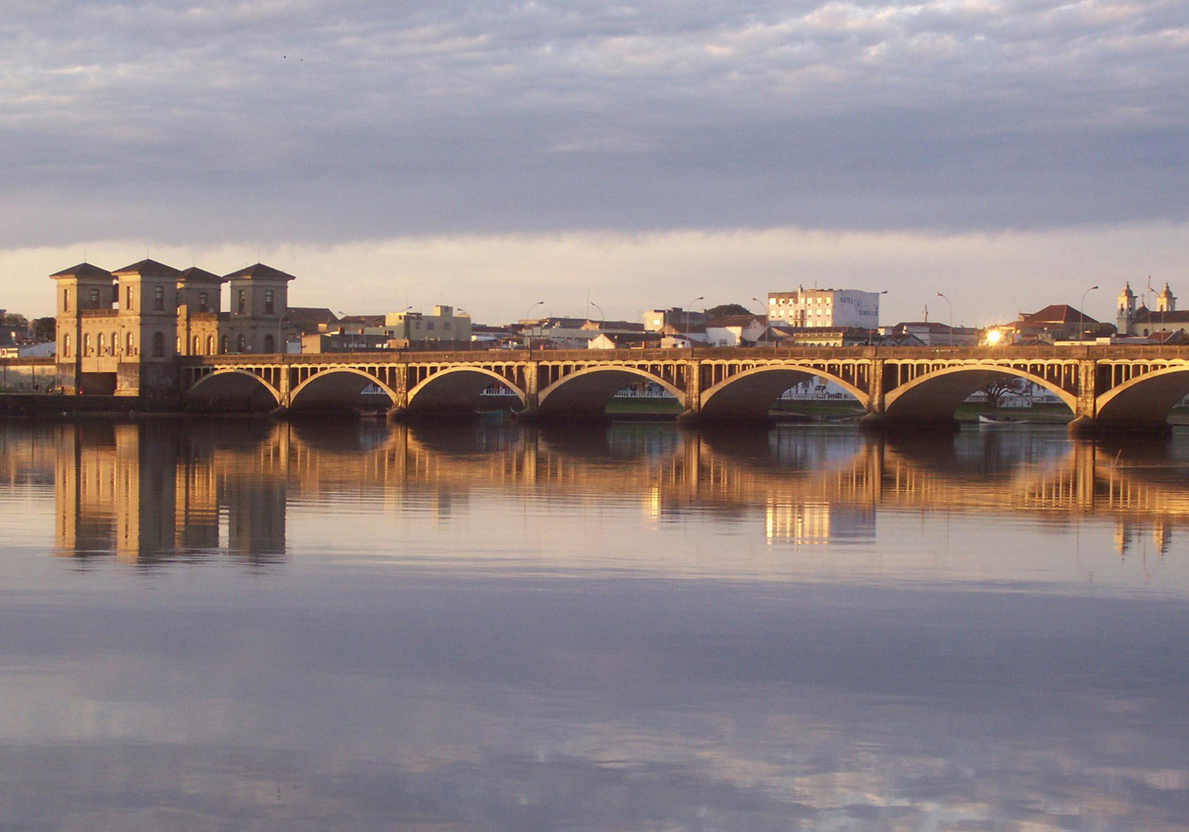 File:Puente Maùa  Uniòn de dos Naciones hermanas  jpg
