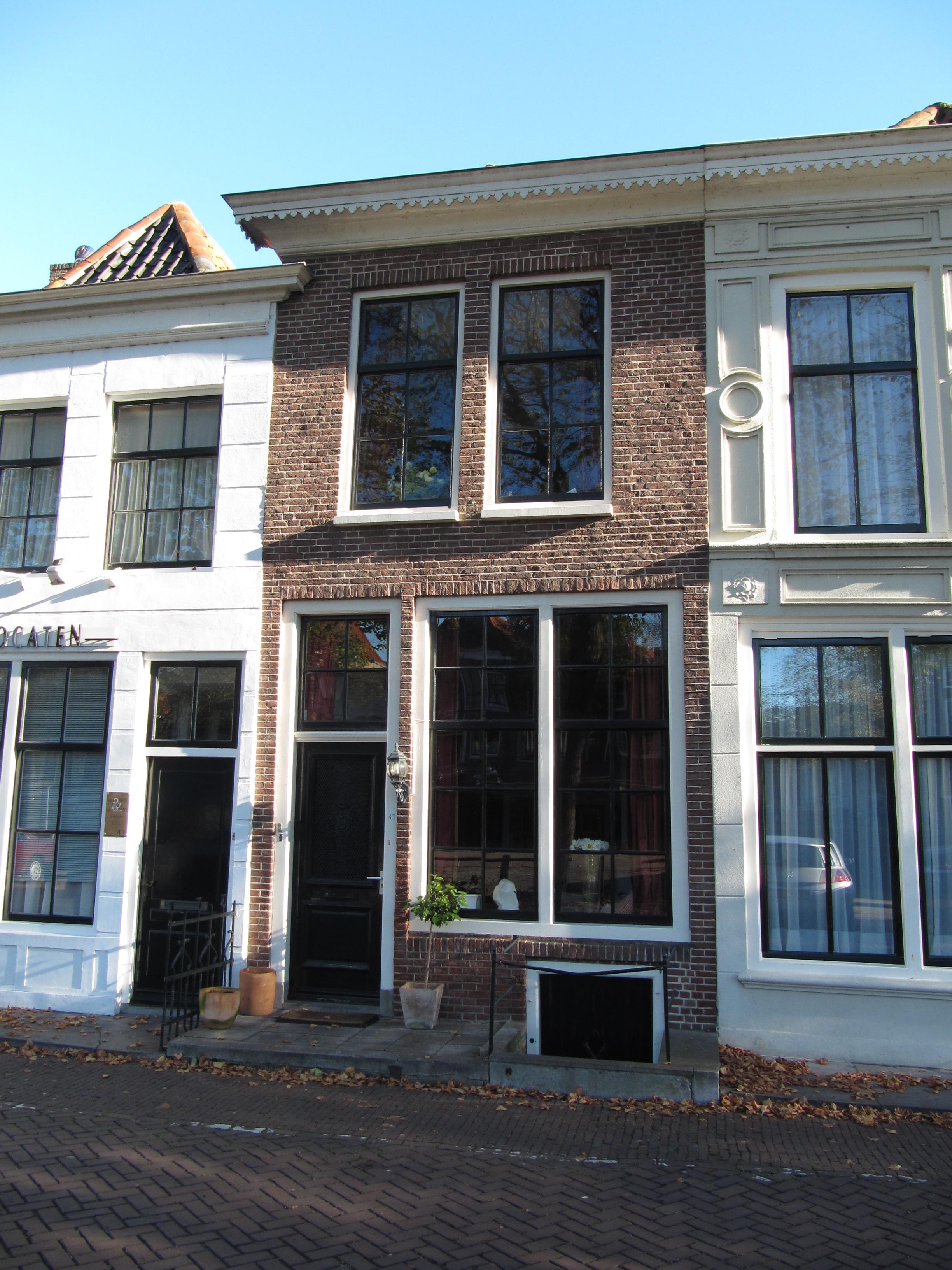 Huis met ongepleisterde gevel in zierikzee monument - Oude huis gevel ...