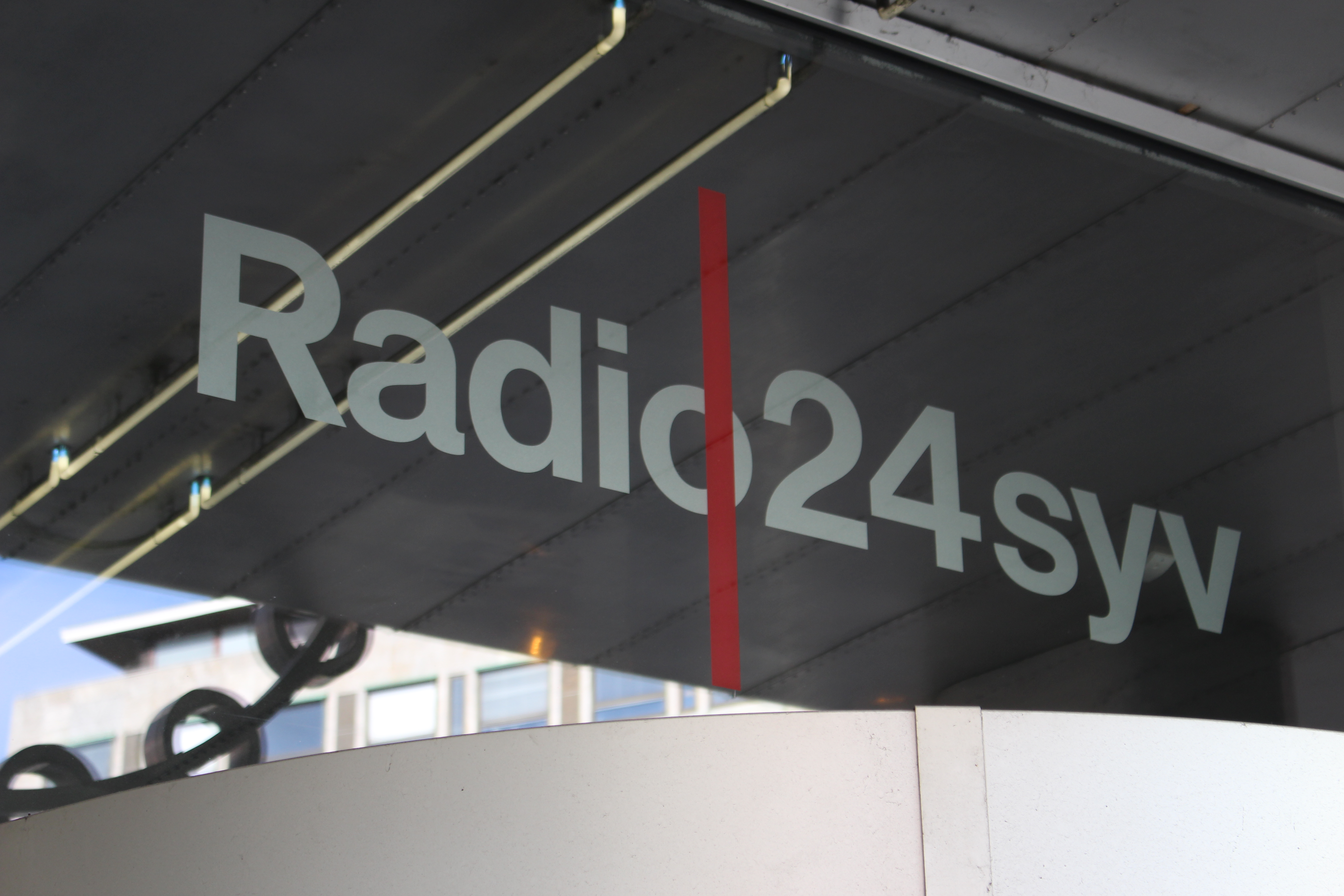 radio 24 7 mikrofonholder