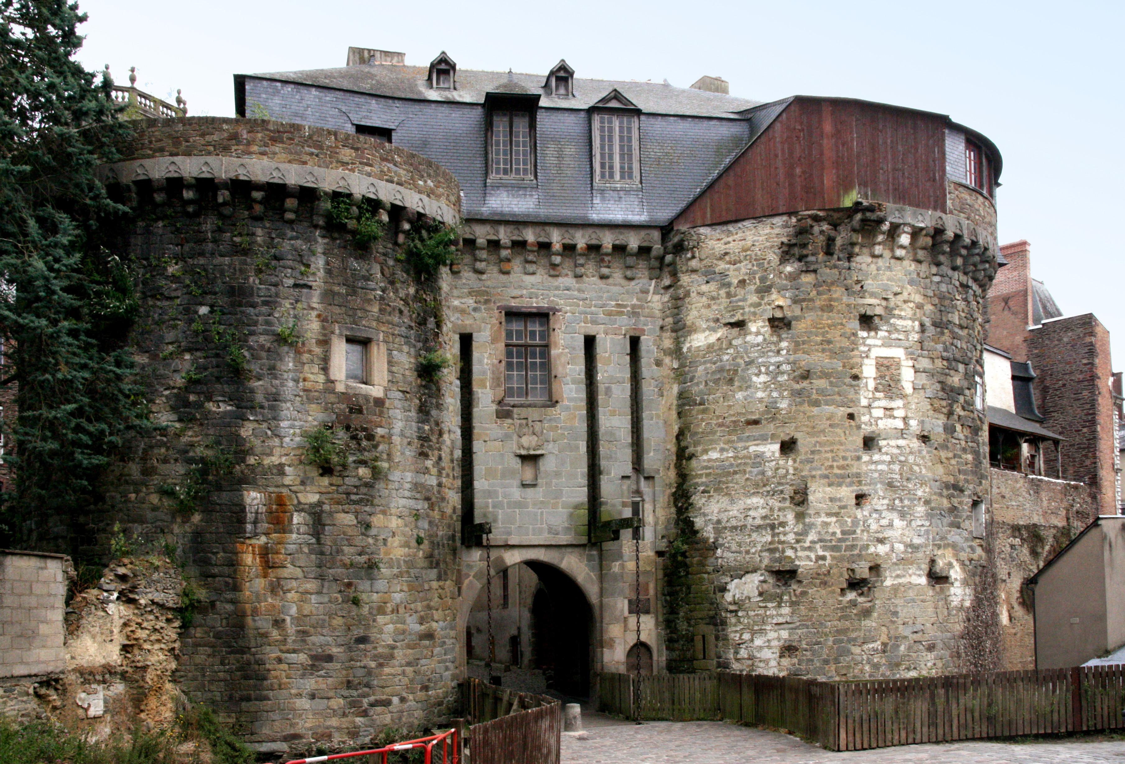 RENNES - Les impromptus - Page 4 Rennes_-_Portes_Mordelaises_vues_de_l'ext%C3%A9rieur_des_remparts_-_20080706