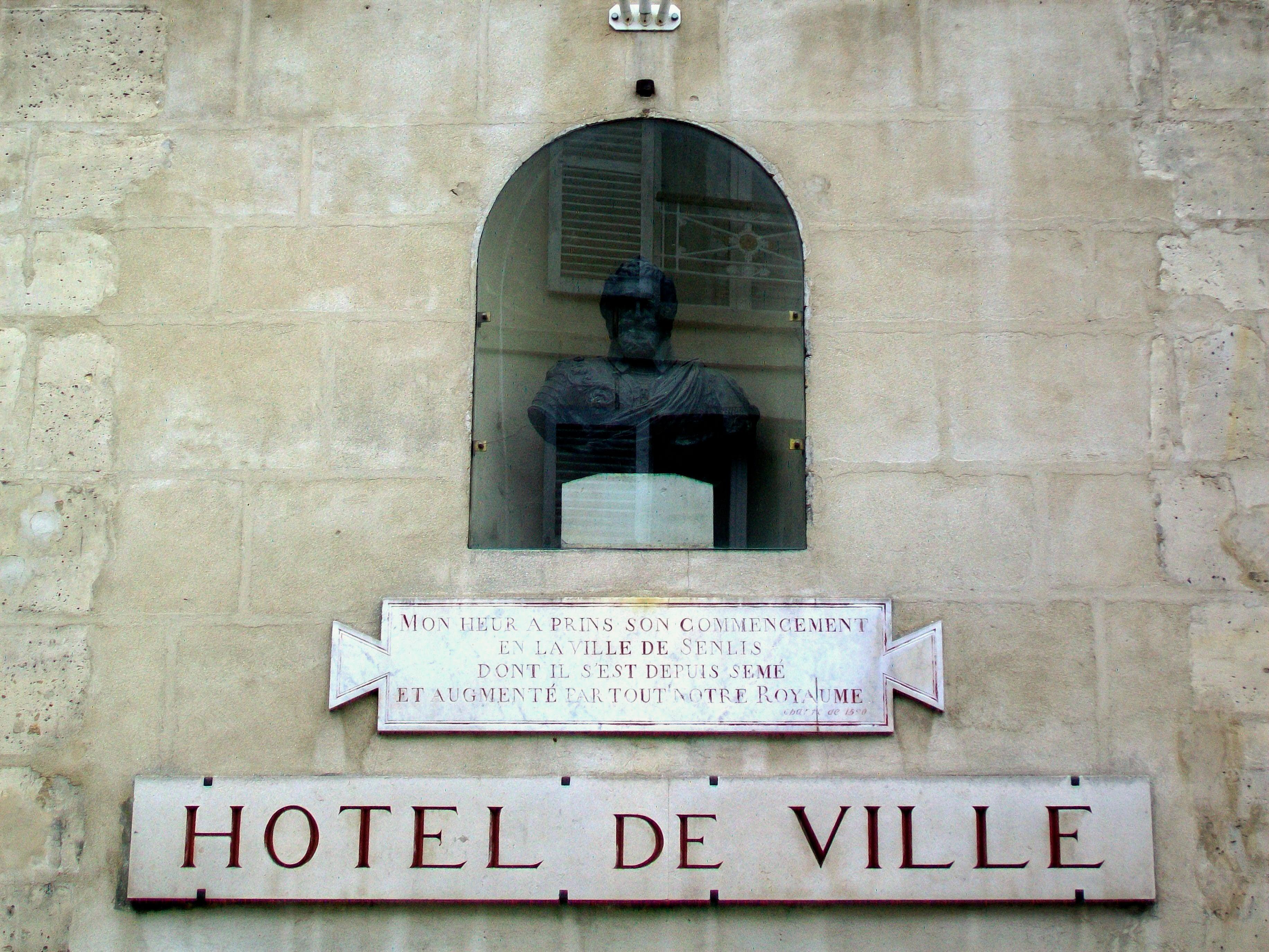 Buste Hotel De Ville Cahors Statue