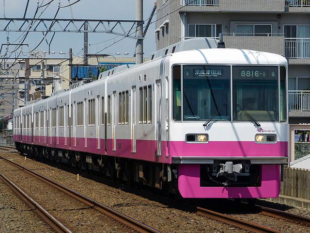 https://upload.wikimedia.org/wikipedia/commons/4/45/Shinkeisei8800pink-wiki.jpg