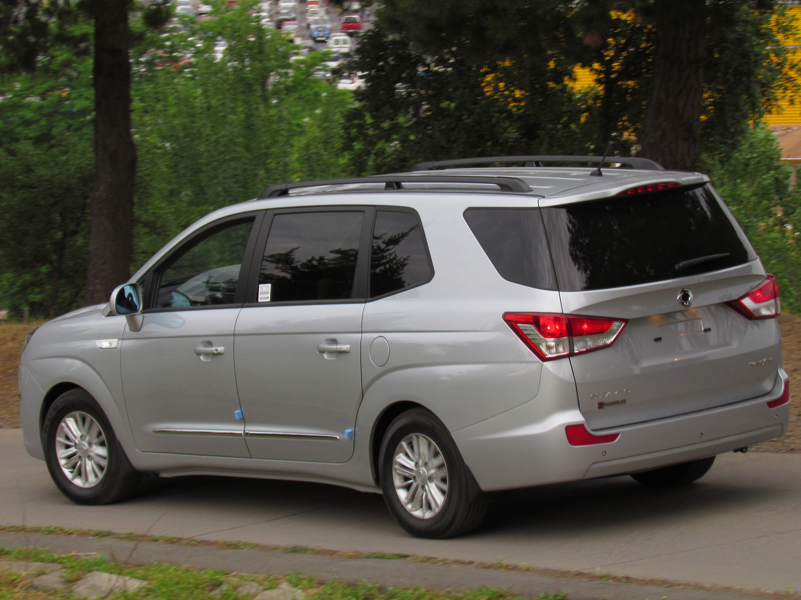 Used Cars Oxnard >> Find Photos Of 2013 Ssangyong Stavic People Mover Reviews   Autos Post