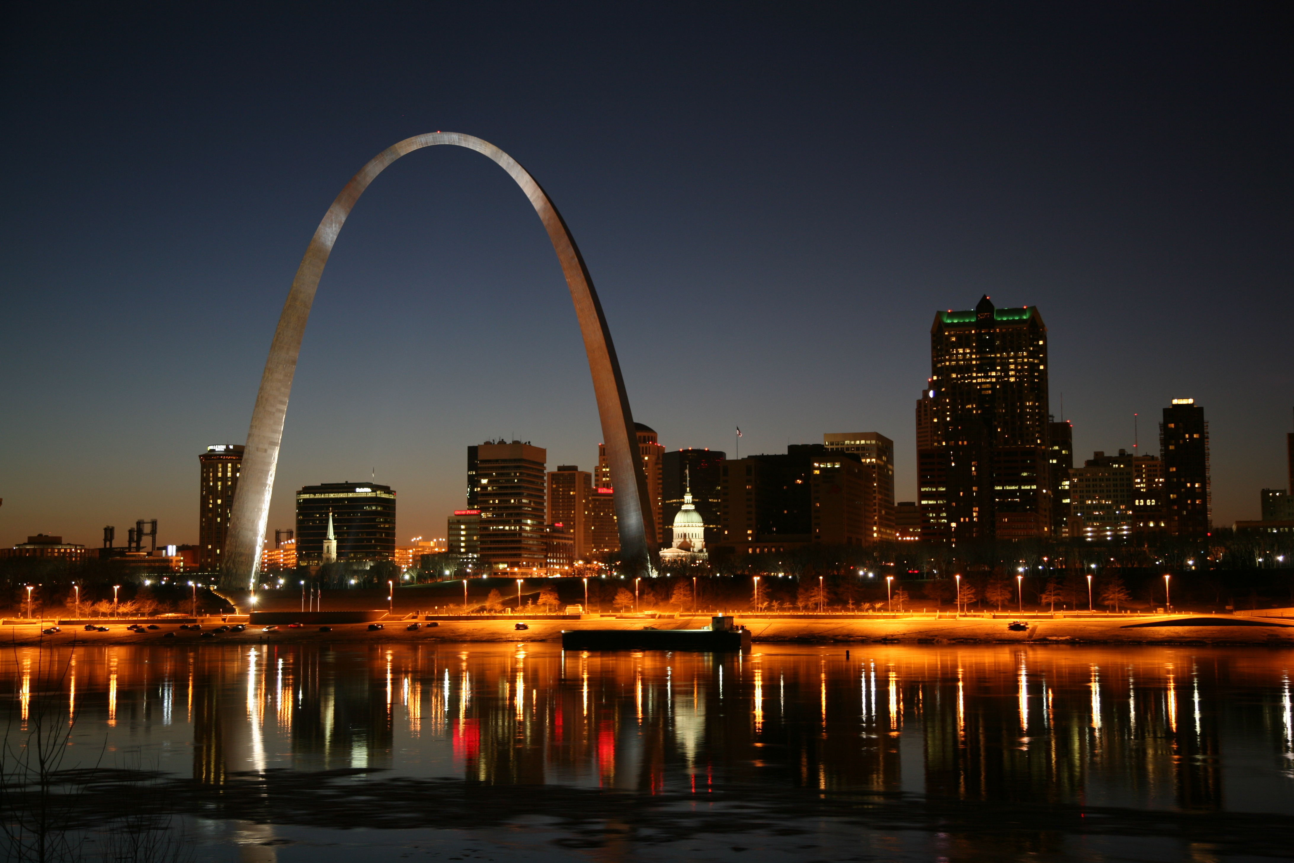 http://upload.wikimedia.org/wikipedia/commons/4/45/St_Louis_night.jpg