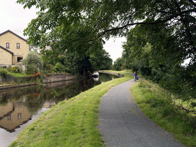 The Leeds and Liverpool Canal near Barnoldswick - geograph.org.uk - 532412