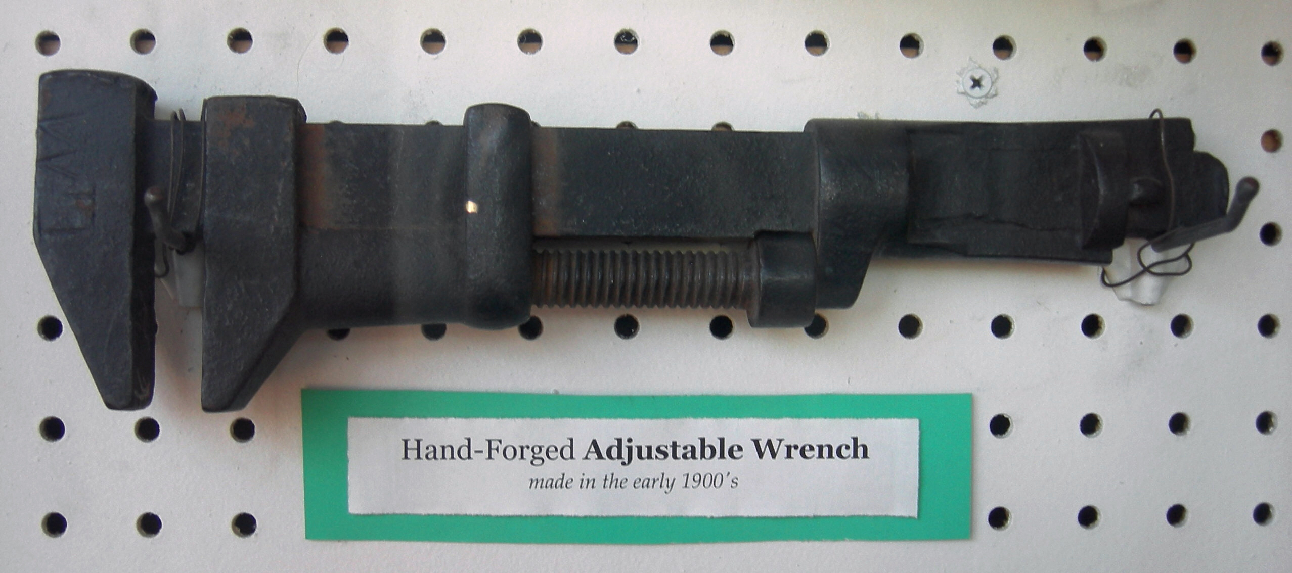 Monkey wrench - Wikipedia