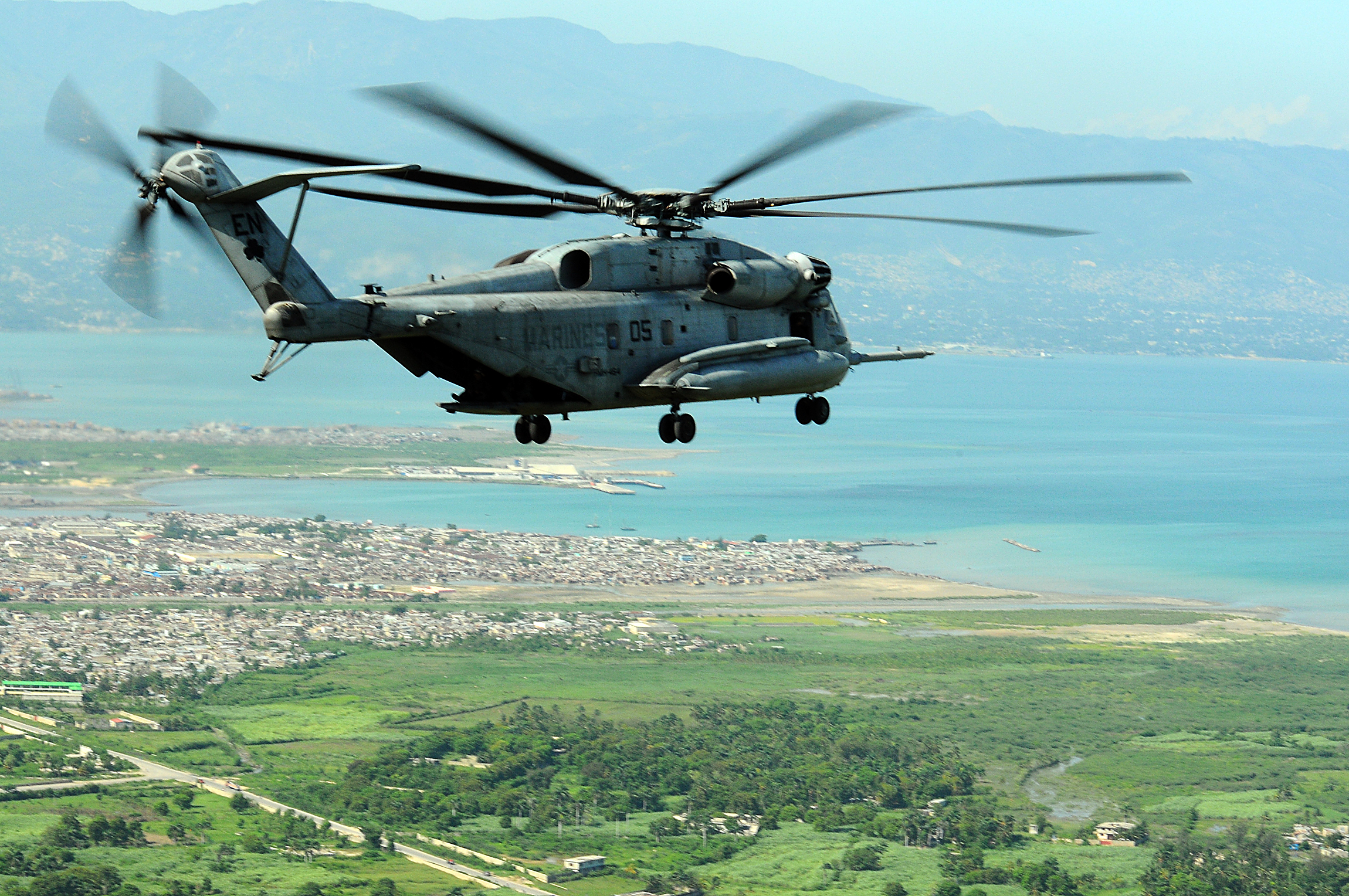 File:US Navy 080909-N-4515N-102 A Marine CH-53E Super ...