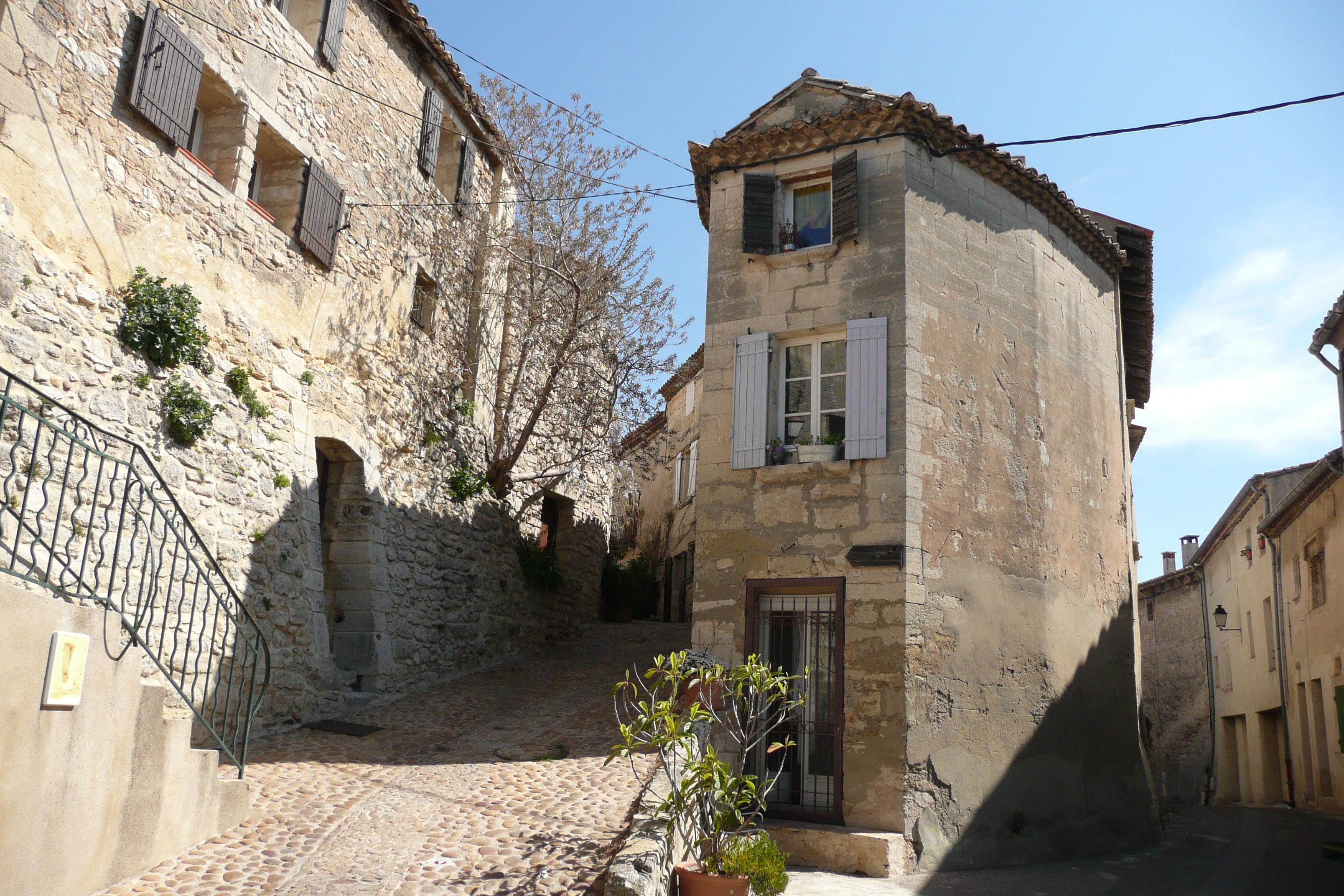 https://upload.wikimedia.org/wikipedia/commons/4/45/Vieux_village,_Les_Angles_2.JPG