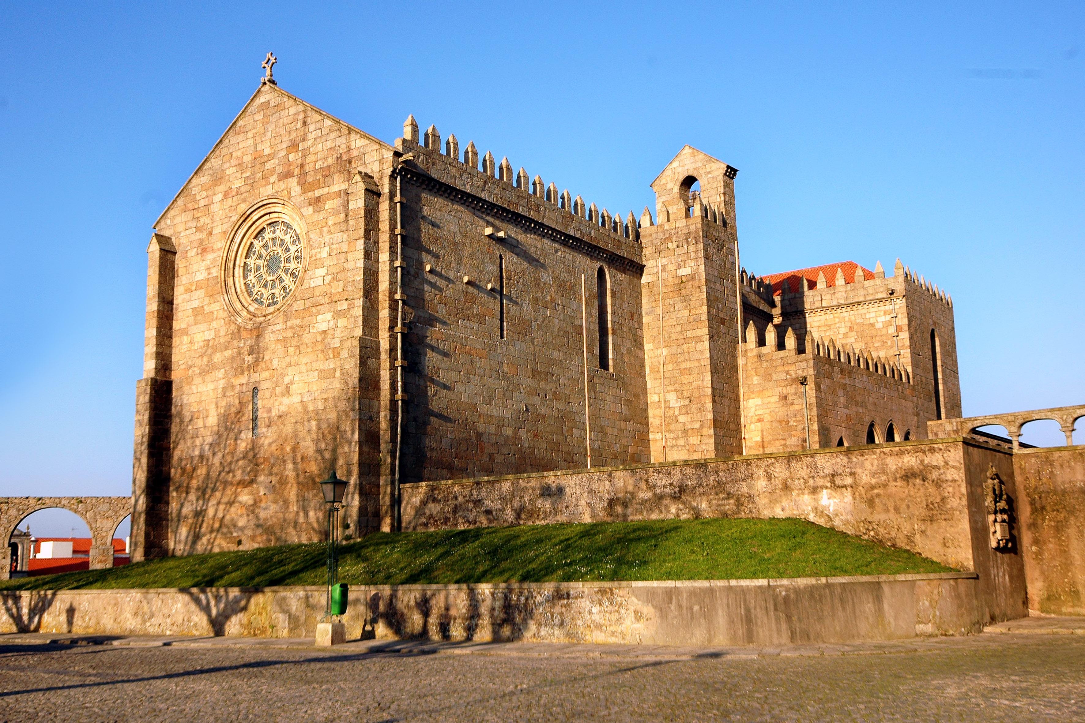 Http Commons Wikimedia Org Wiki File Vila Do Conde Igreja De Santa Clara Jpg