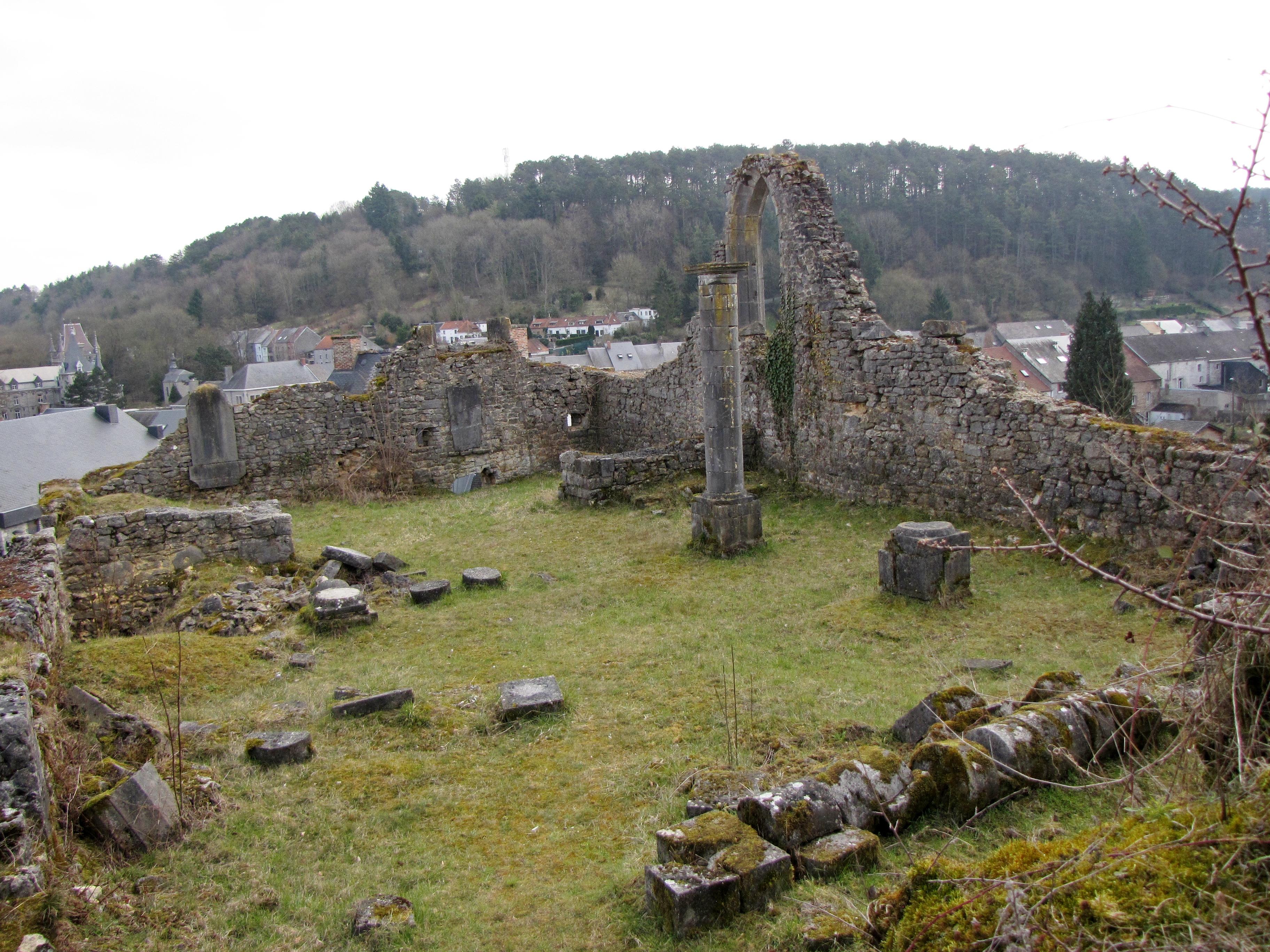 File viroinval nismes ancien ch teau en ruines du pont for Ch d avignon