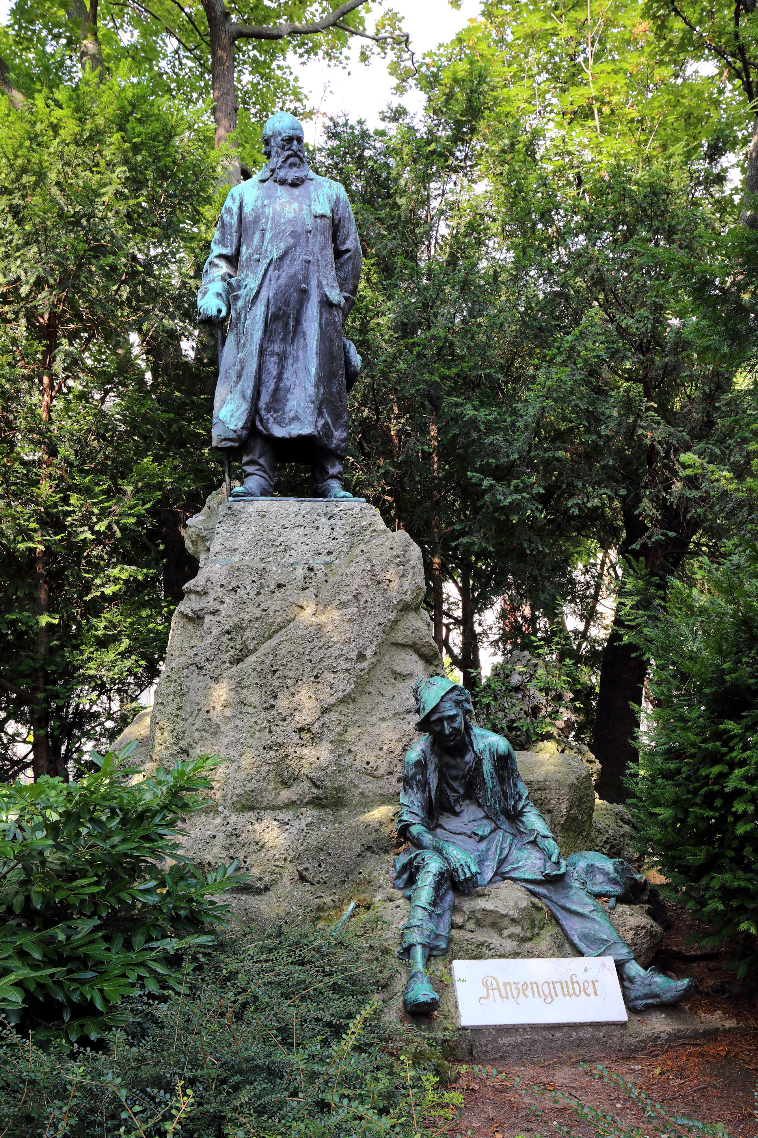 Wien - Anzengruberdenkmal, Schmerlingplatz.JPG