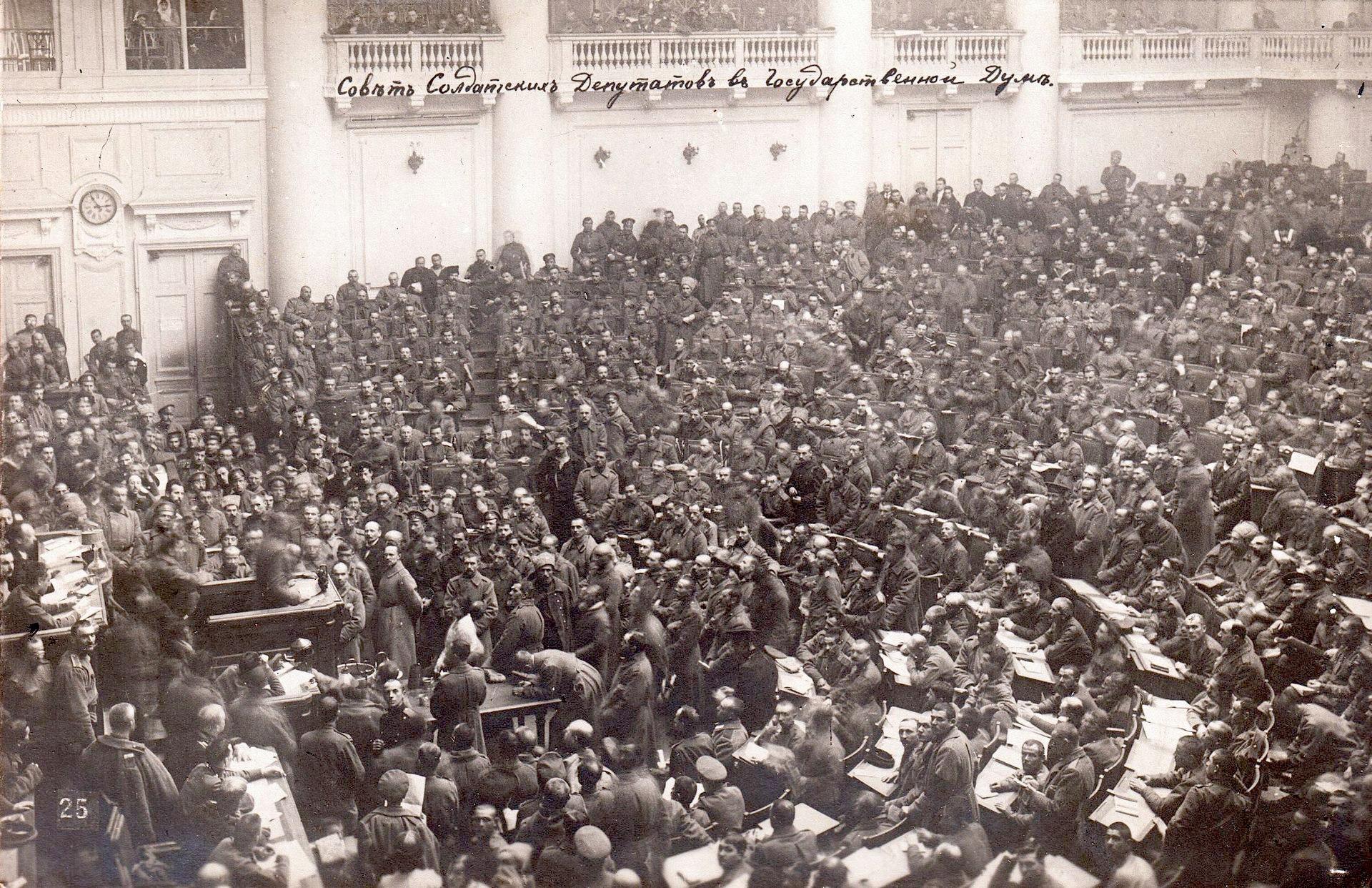 Asamblea del Sóviet de Petrogrado en 1917.