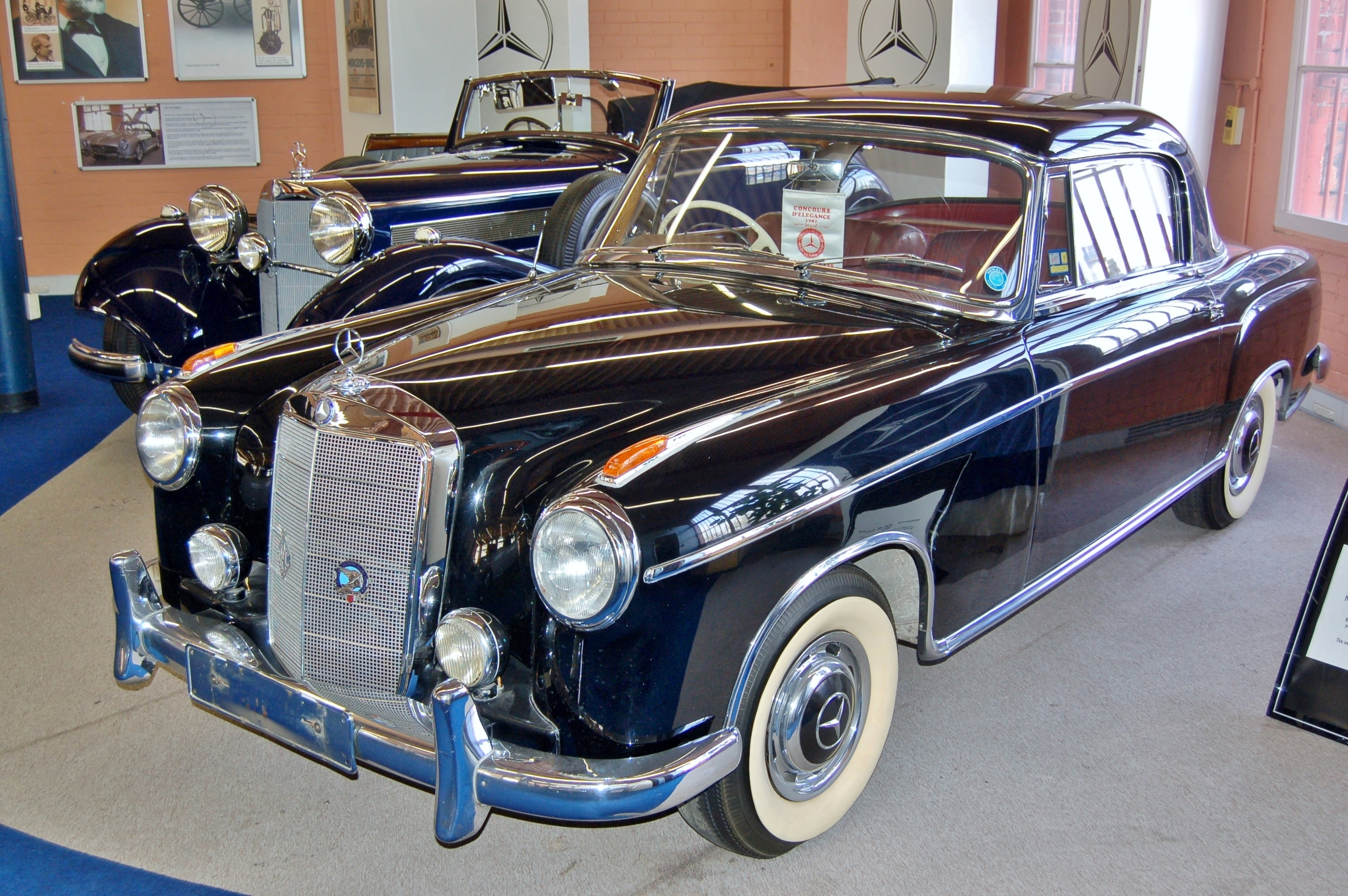 File:1960 Mercedes-Benz 220 SE Coupe, Fox Classic Car Collection ...