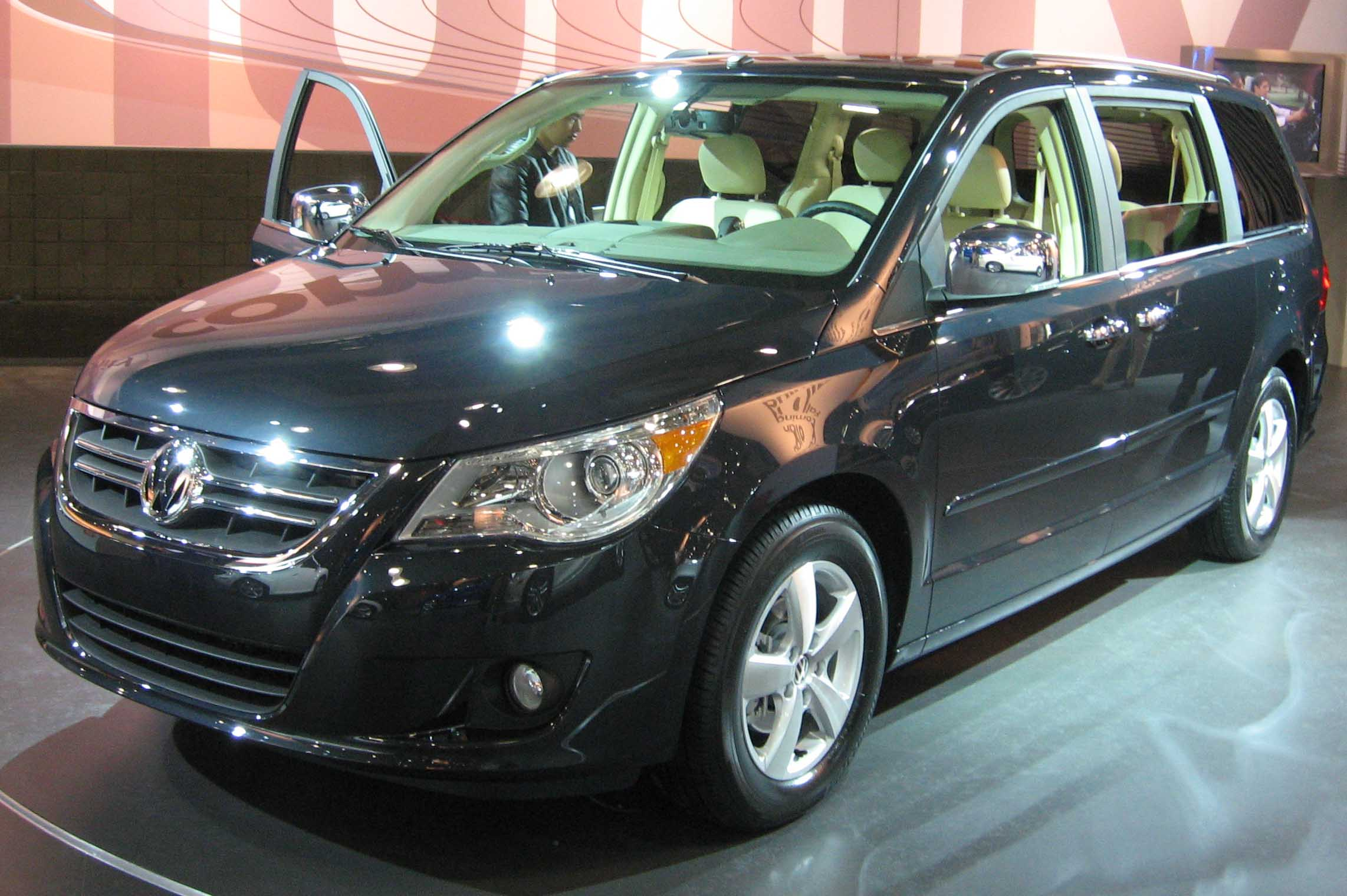 file:2009 volkswagen routan ny - wikimedia commons