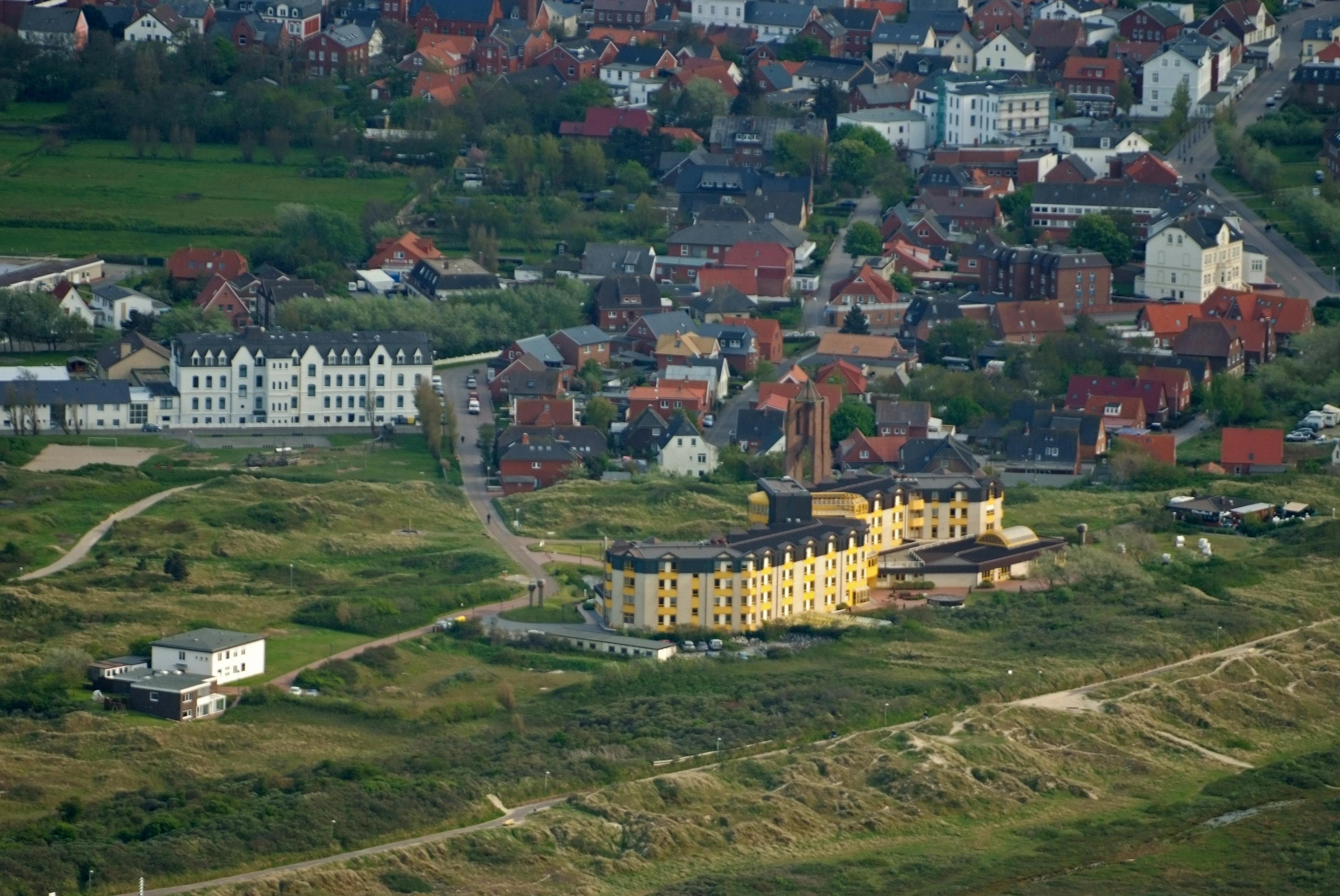 File:2012-05-13 Nordsee-Luftbilder DSCF8928.jpg - Wikimedia Commons