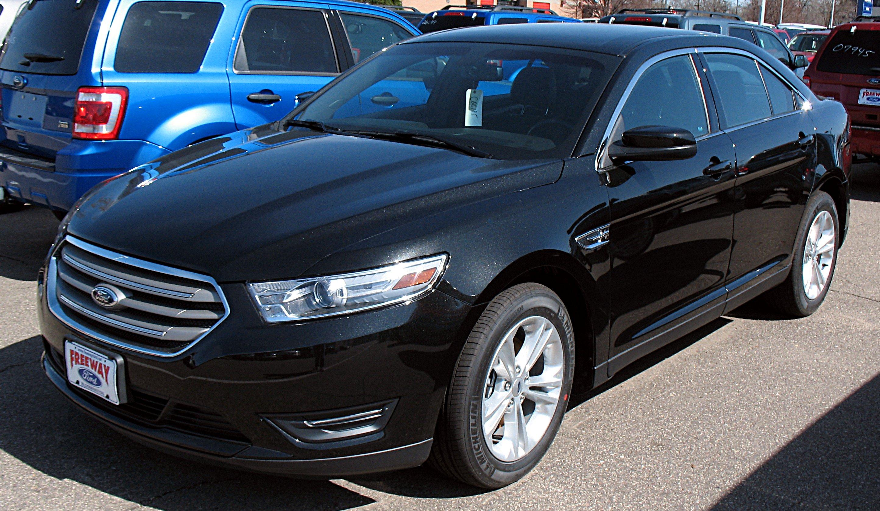 File 2013 Ford Taurus SEL Wikimedia mons