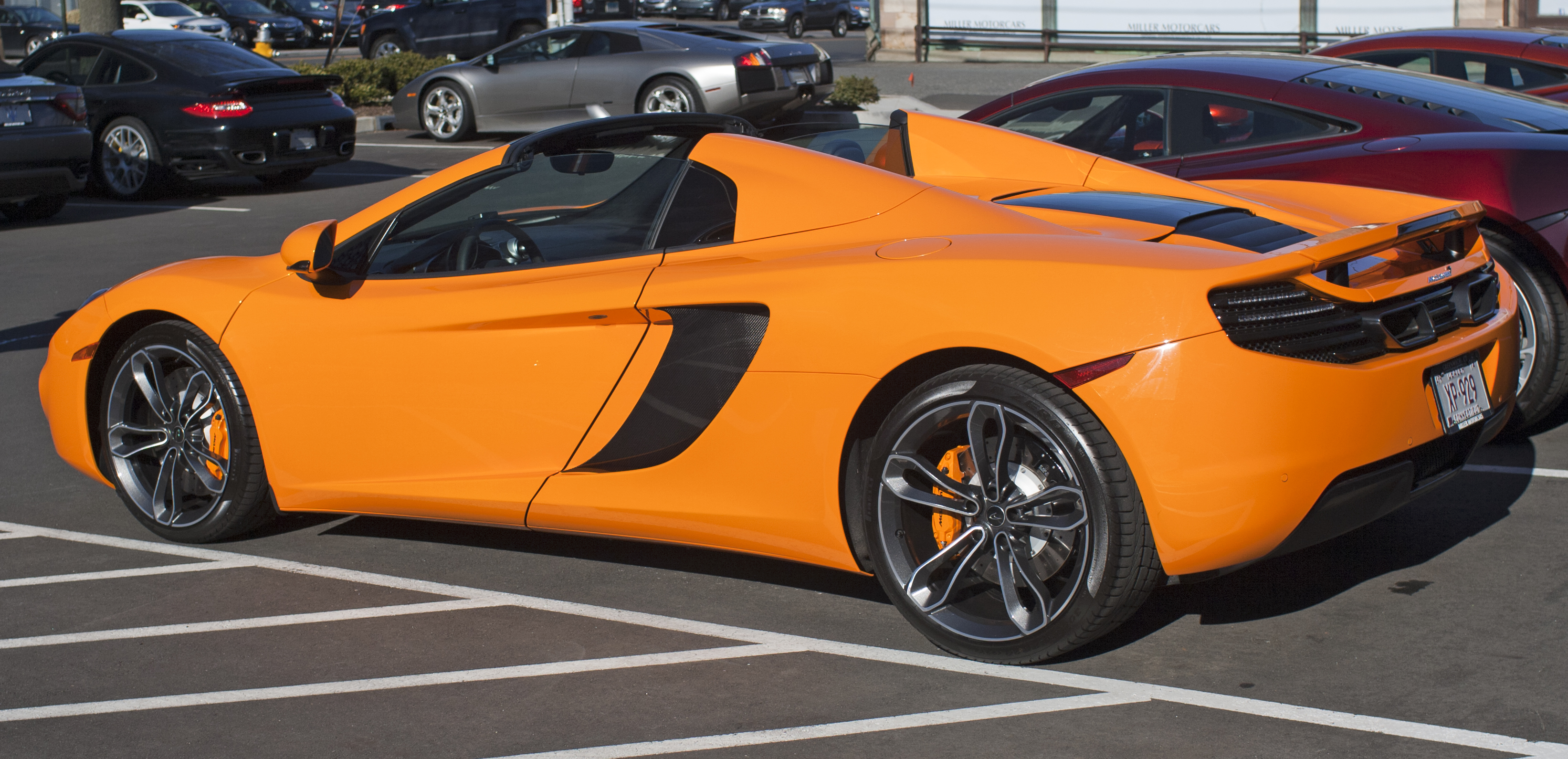 https://upload.wikimedia.org/wikipedia/commons/4/46/2013_McLaren_MP4-12C_Spider_rear.jpg
