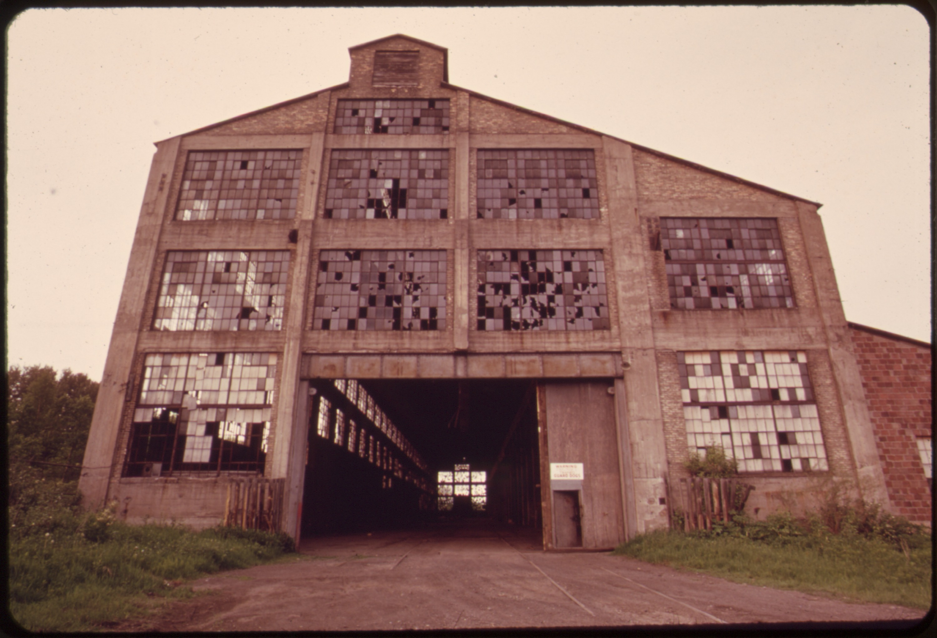 File:ABANDONED FACTORY IN RIVERSIDE, A SUBURB OF DULUTH ON