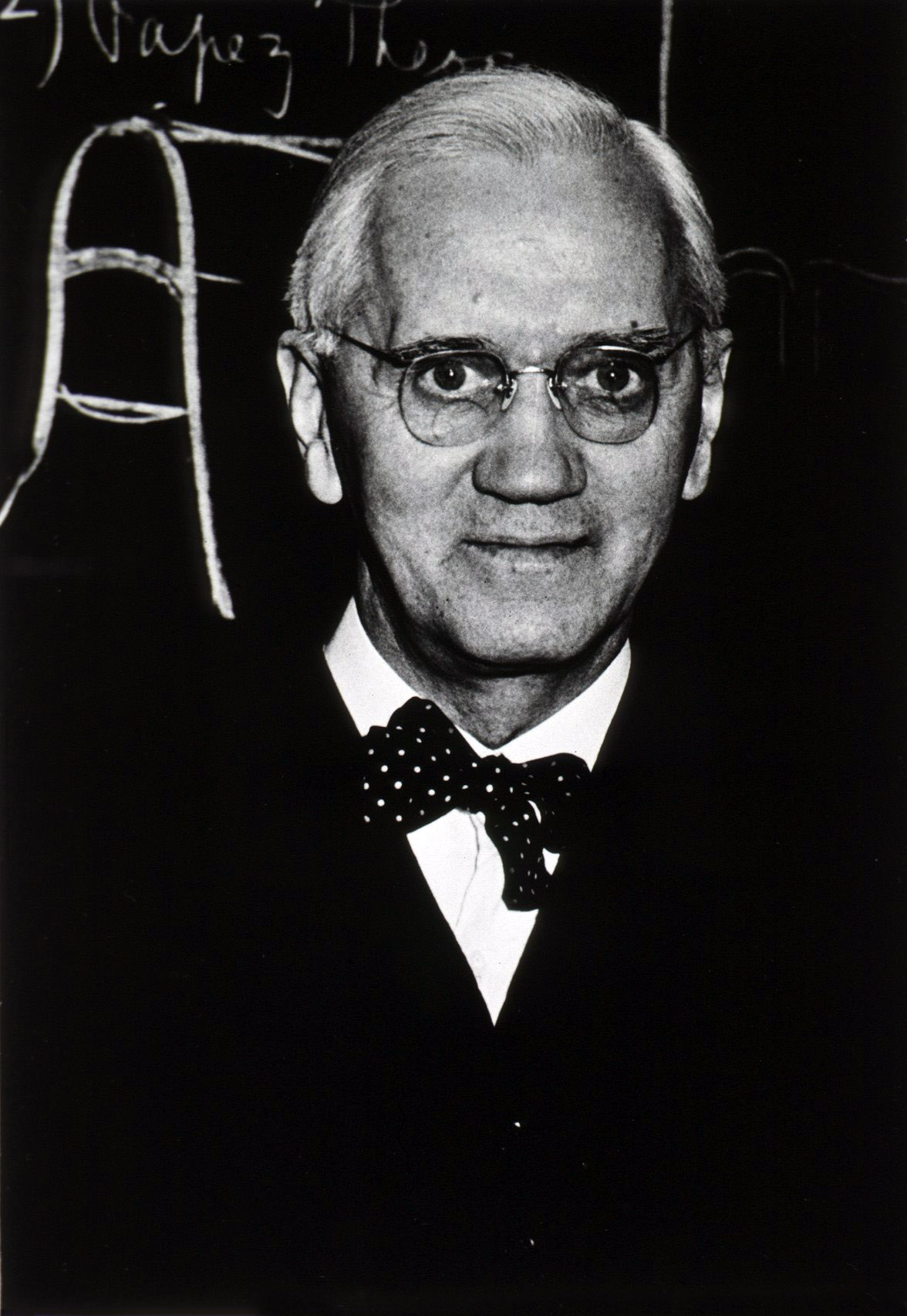 sir alexander fleming an autobiography Beginnings alexander fleming was born on august 6 alexander arrived in london early in 1895 in 1944 fleming was knighted and became sir alexander fleming.