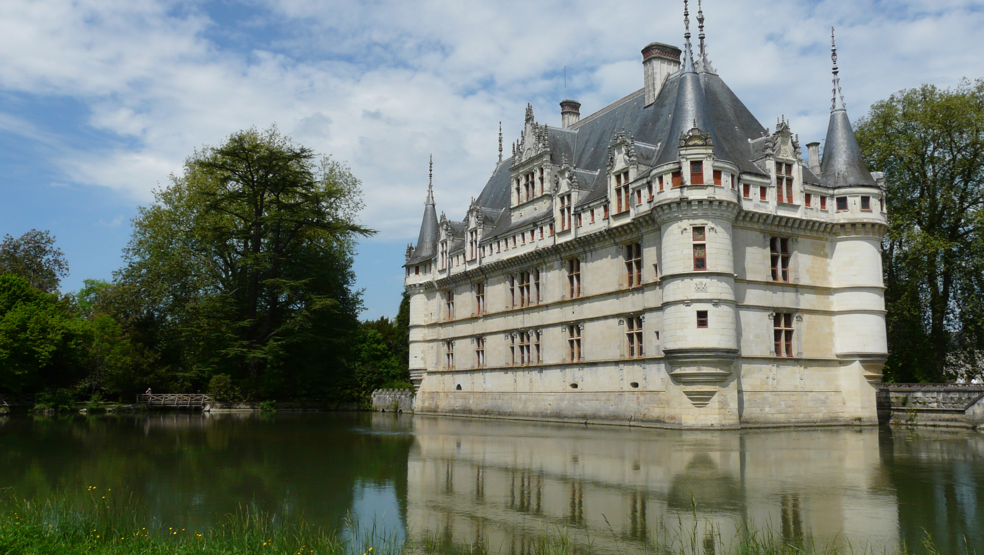 france 39 s azay le rideau chateau launches interactive historic restoration the global grid. Black Bedroom Furniture Sets. Home Design Ideas