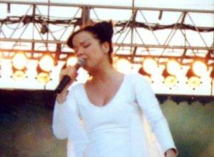 """Björk en un concierto del tour """"Homogenic"""" en 1998."""