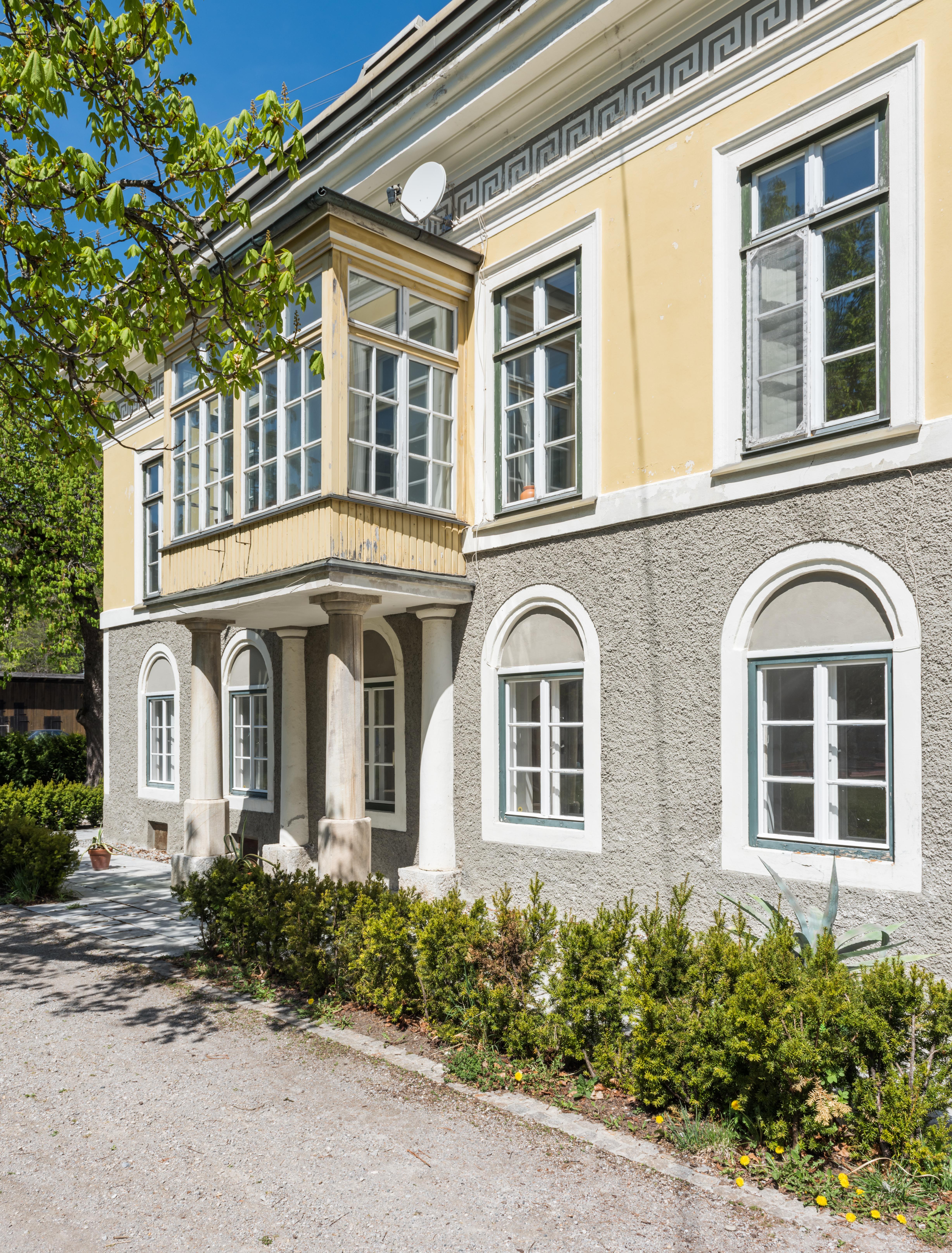File:Bleiberg-Noetsch 2 ehem Gewerkenhaus Theresienhof S-Seite mit ...