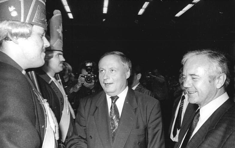 Bundesarchiv Bild 183-1990-1026-013, Potsdam, SPD-Wahlveranstaltung, Oskar Lafontaine, Manfred Stolpe.jpg