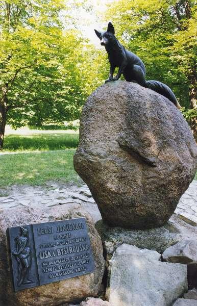 """杨纳杰克故乡胡克瓦尔迪的""""狡猾的小狐狸""""雕像。( Kazuo Ikeda/ 维基百科CC BY-SA 3.0)"""