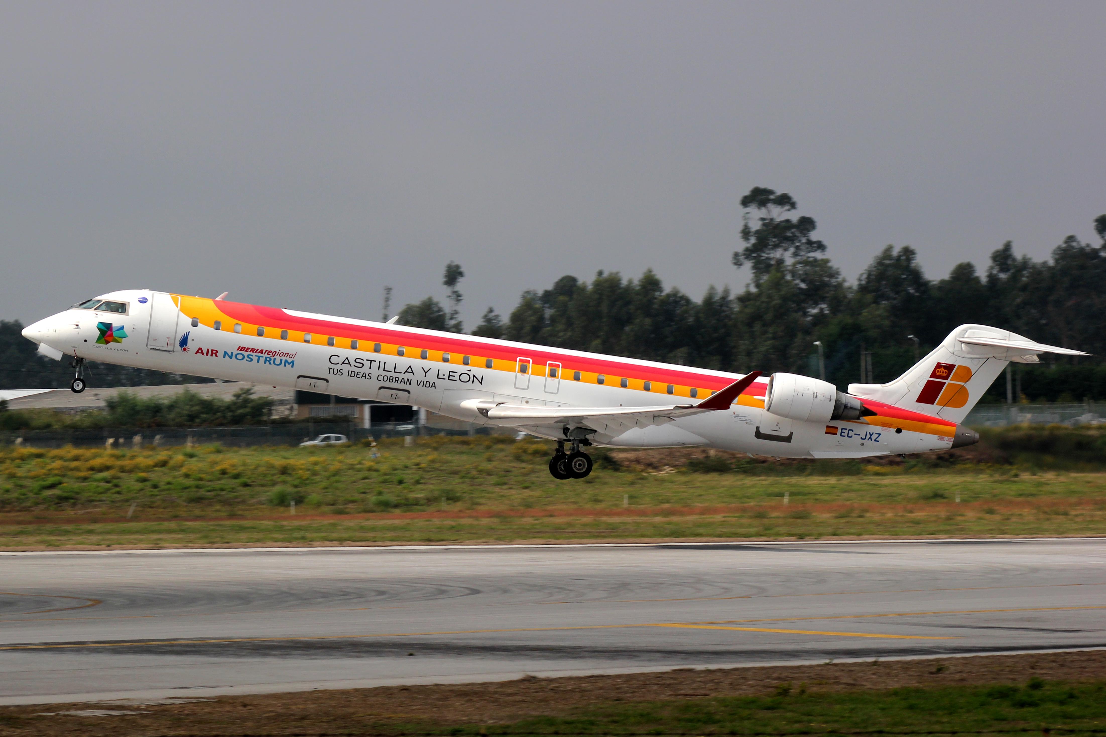 File:CRJ-900 Air Nostrum EC-JXZ 01.jpg - Wikimedia Commons