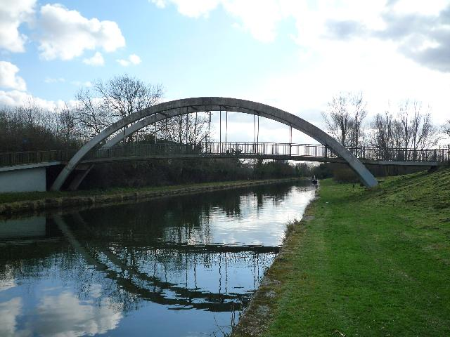 Canal bridge on the Paddington Arm - geograph.org.uk - 1186910