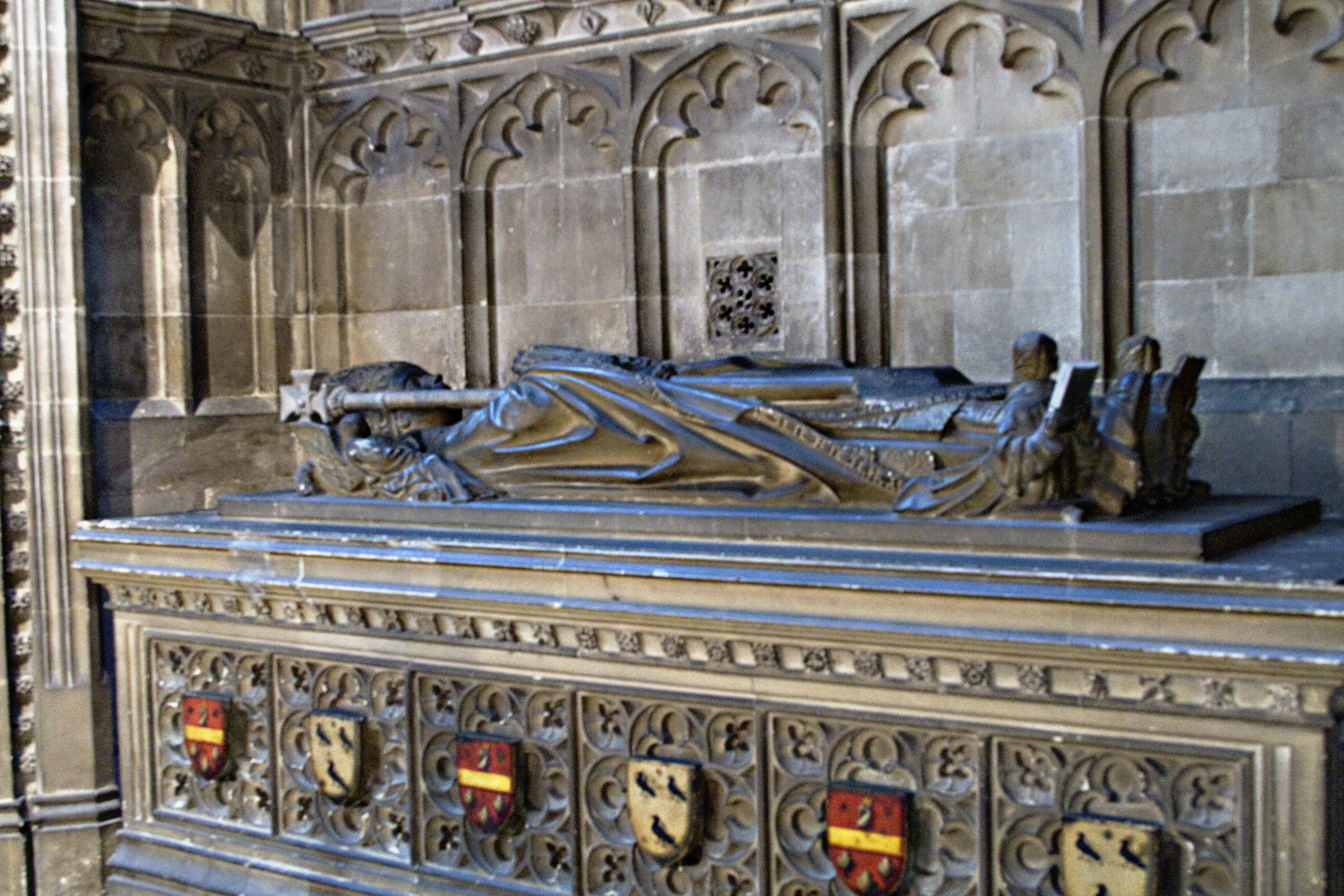 thomas becket Becket was ordained a priest on 2 june 1162 at canterbury, and on 3 june 1162 was consecrated as archbishop by henry of blois, the bishop of winchester and.