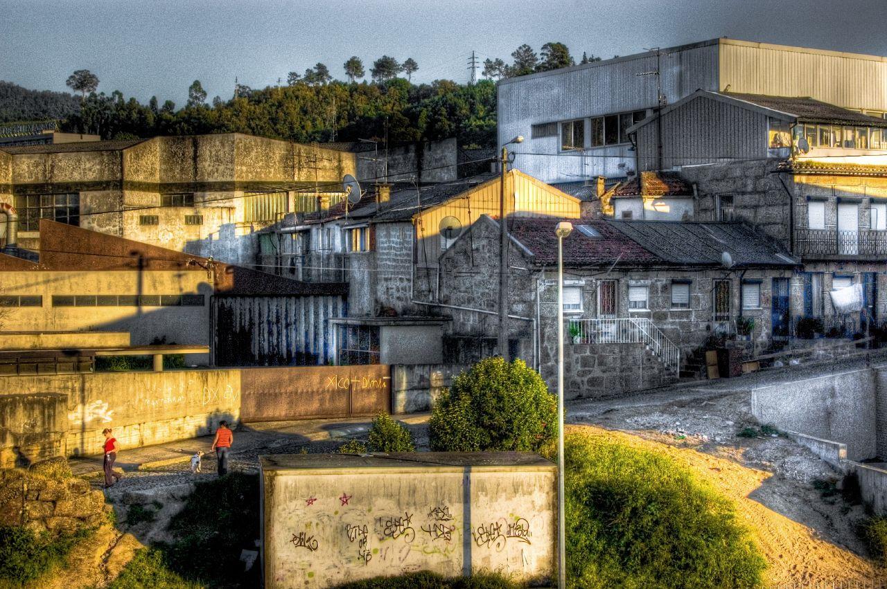 File:Casas e fabricas na Rua das Lameiras, Guimarães.jpg - Wikimedia ...