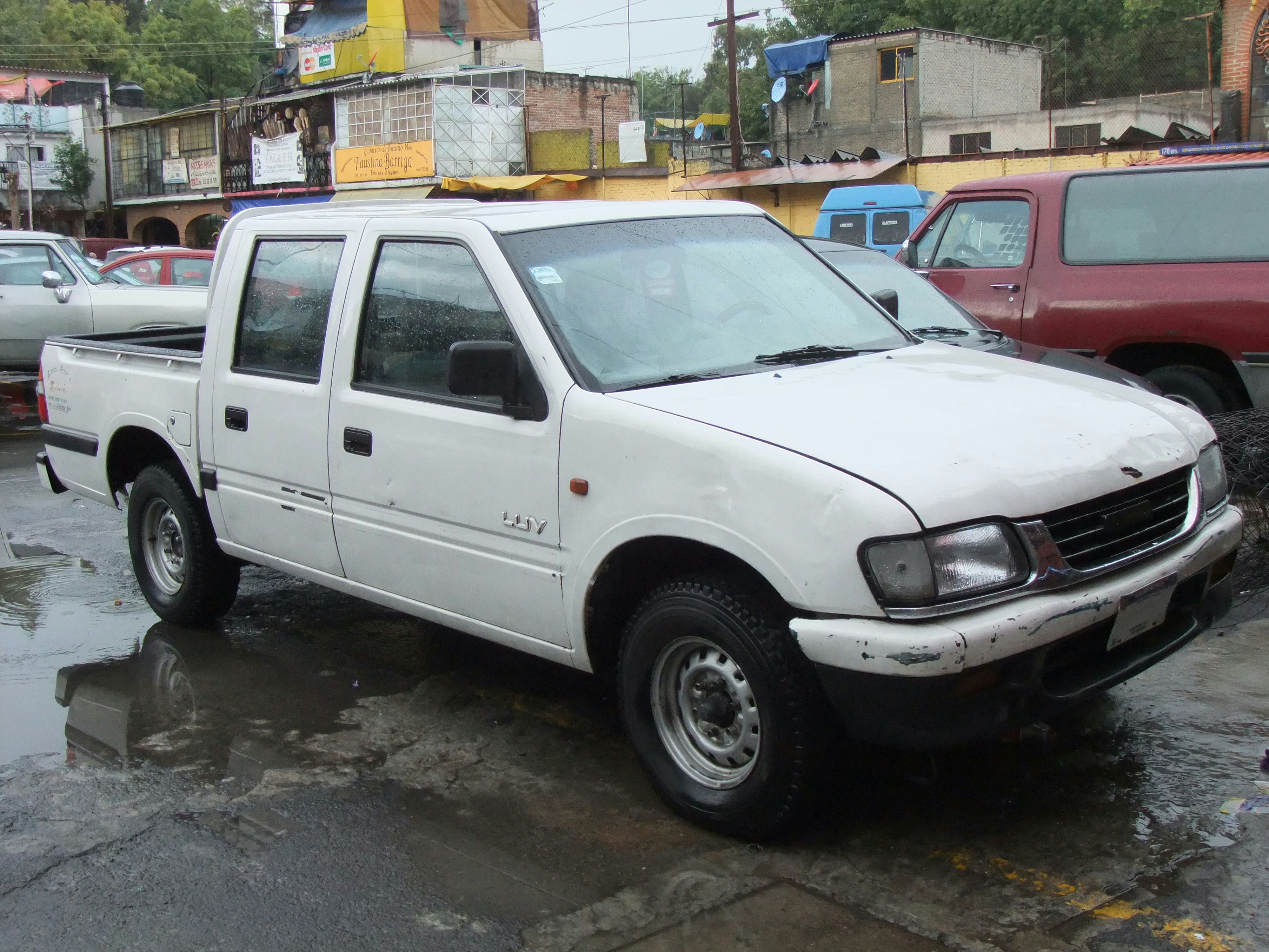 File Chevrolet Luv White Double Cab Front Perspective