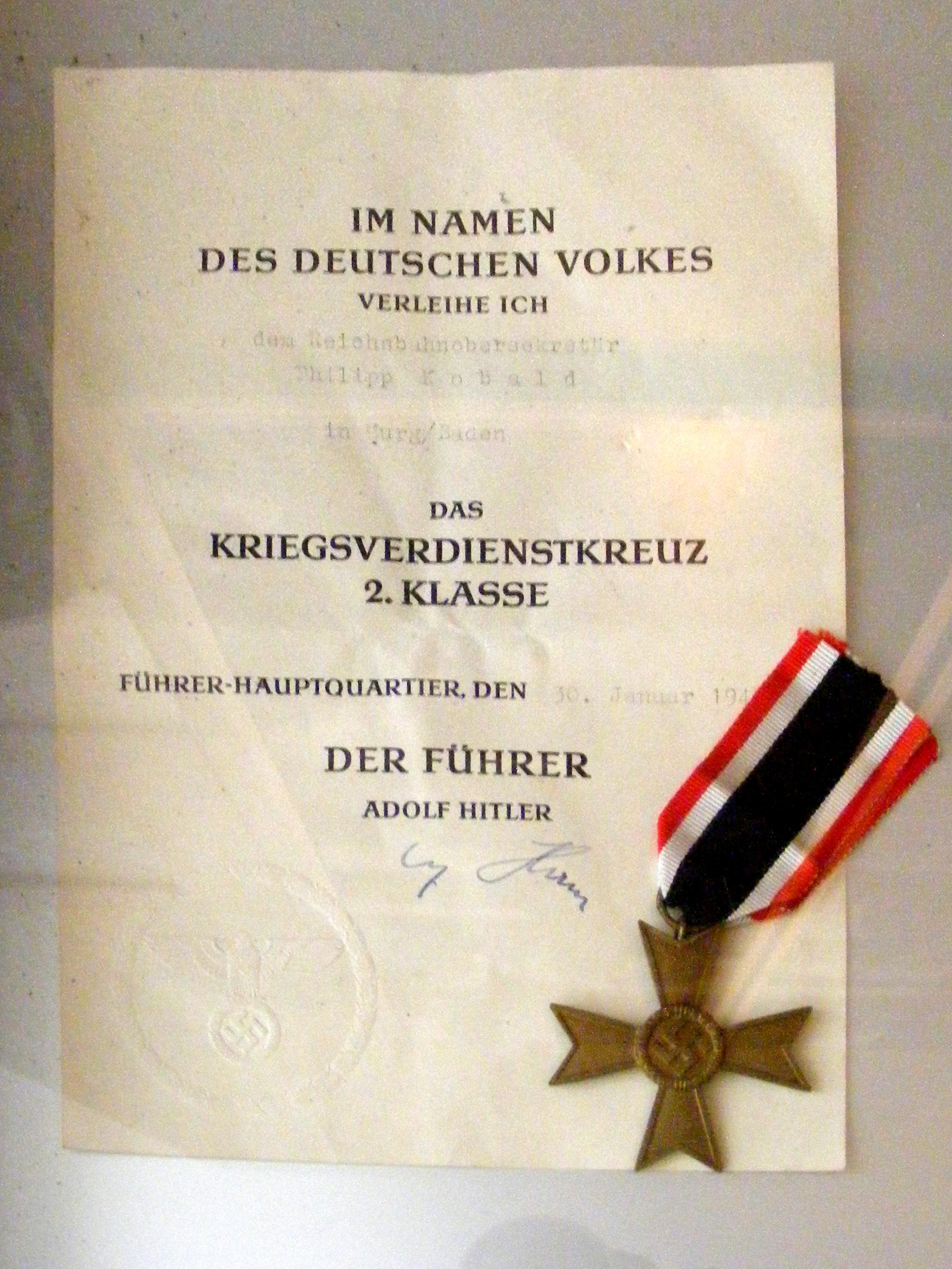 File:DB Museum Nürnberg - Kriegsverdienstkreuz 2. Klasse ...