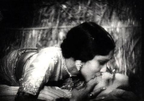 File:Devika Rani Himanshu Rai Kiss.jpg - Wikipedia