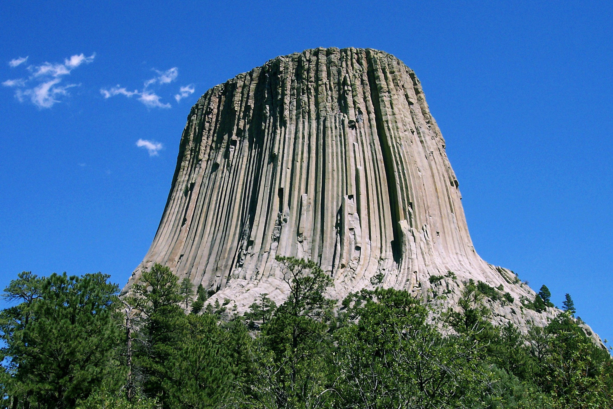 http://upload.wikimedia.org/wikipedia/commons/4/46/Devils_Tower_CROP.jpg