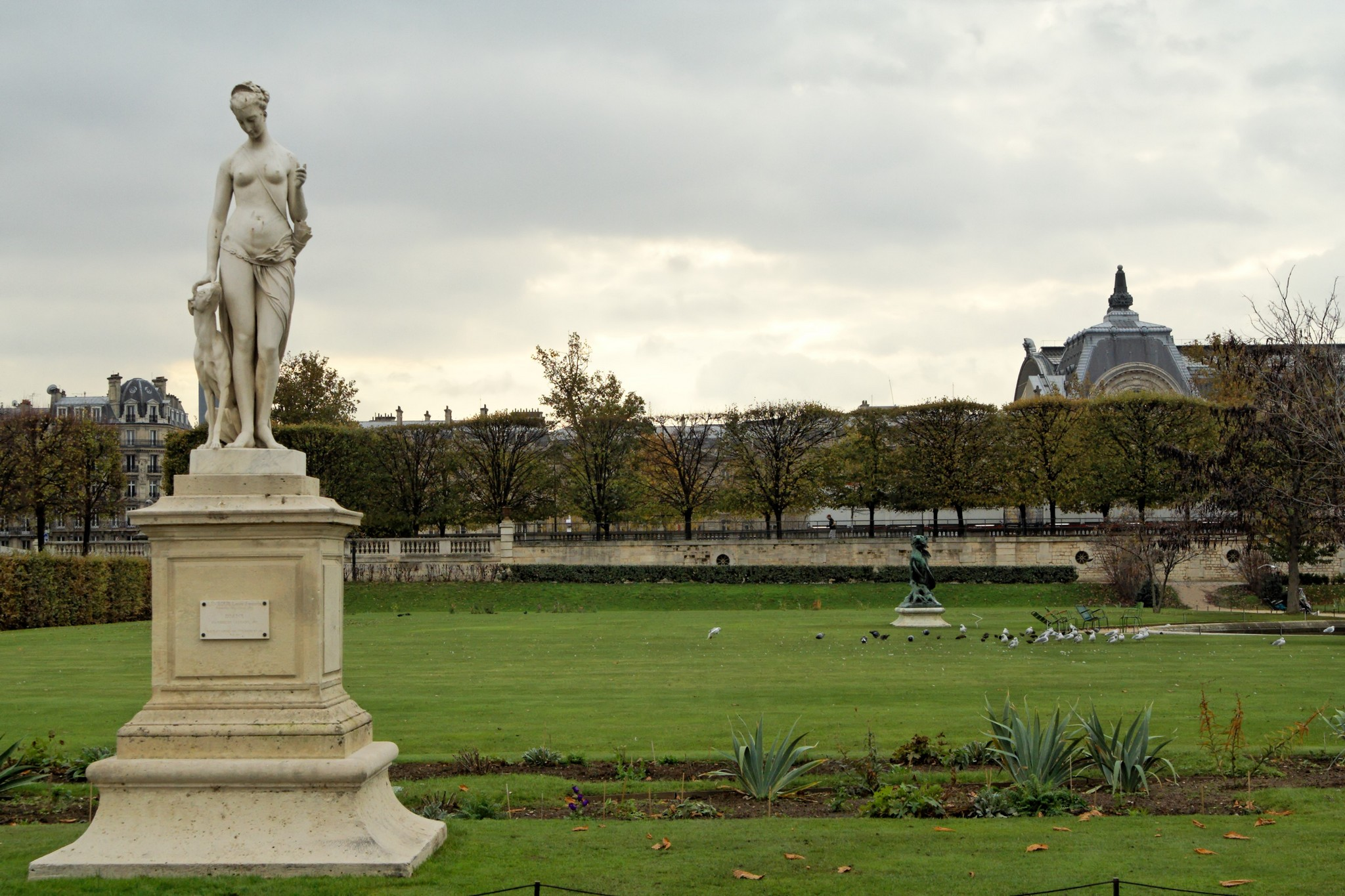 File diane chasseresse by edmond l v que jardin des tuileries wikimedia commons - Jardin des tuileries foire ...