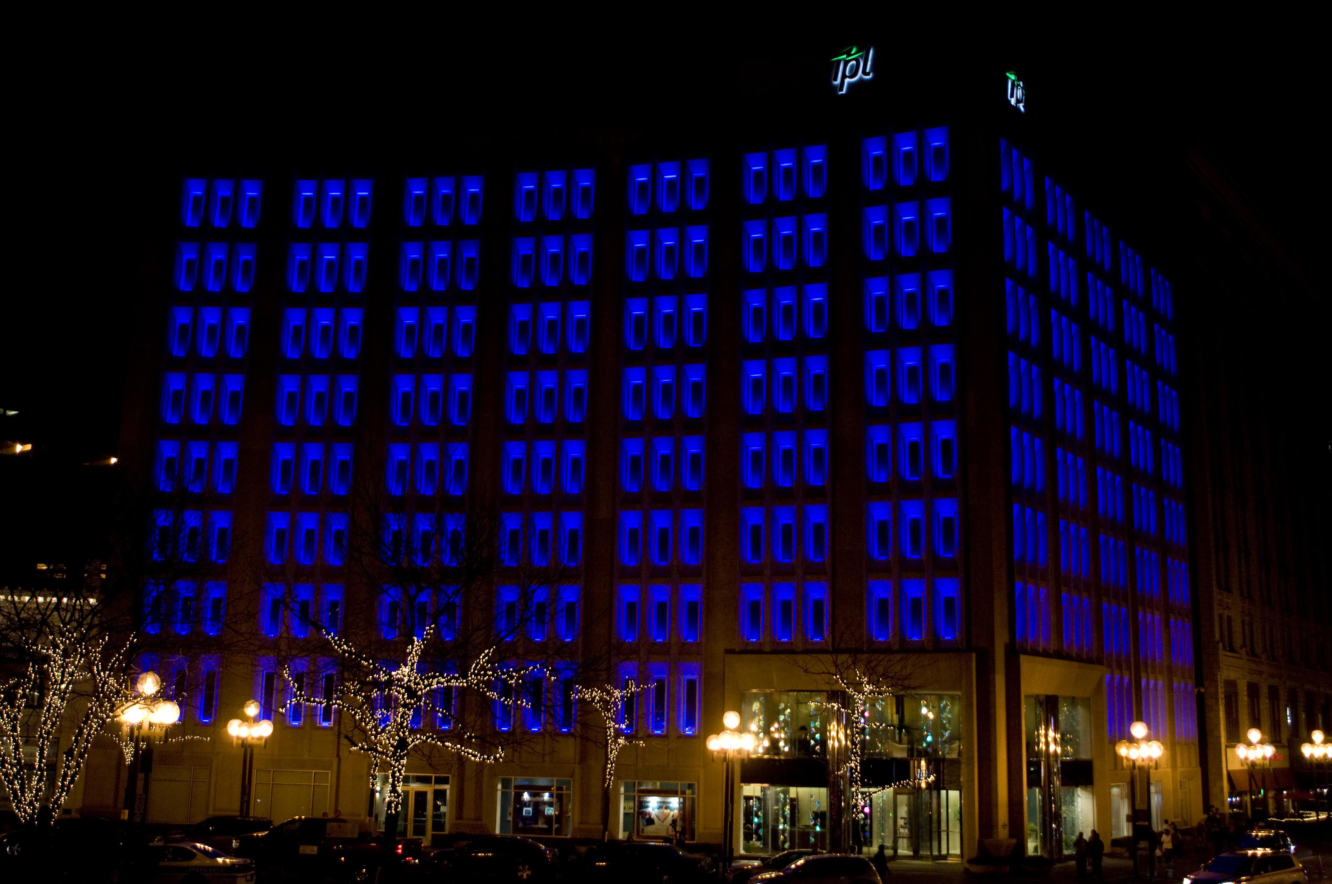 File Downtown Ipl Building Night Jpg Wikimedia Commons