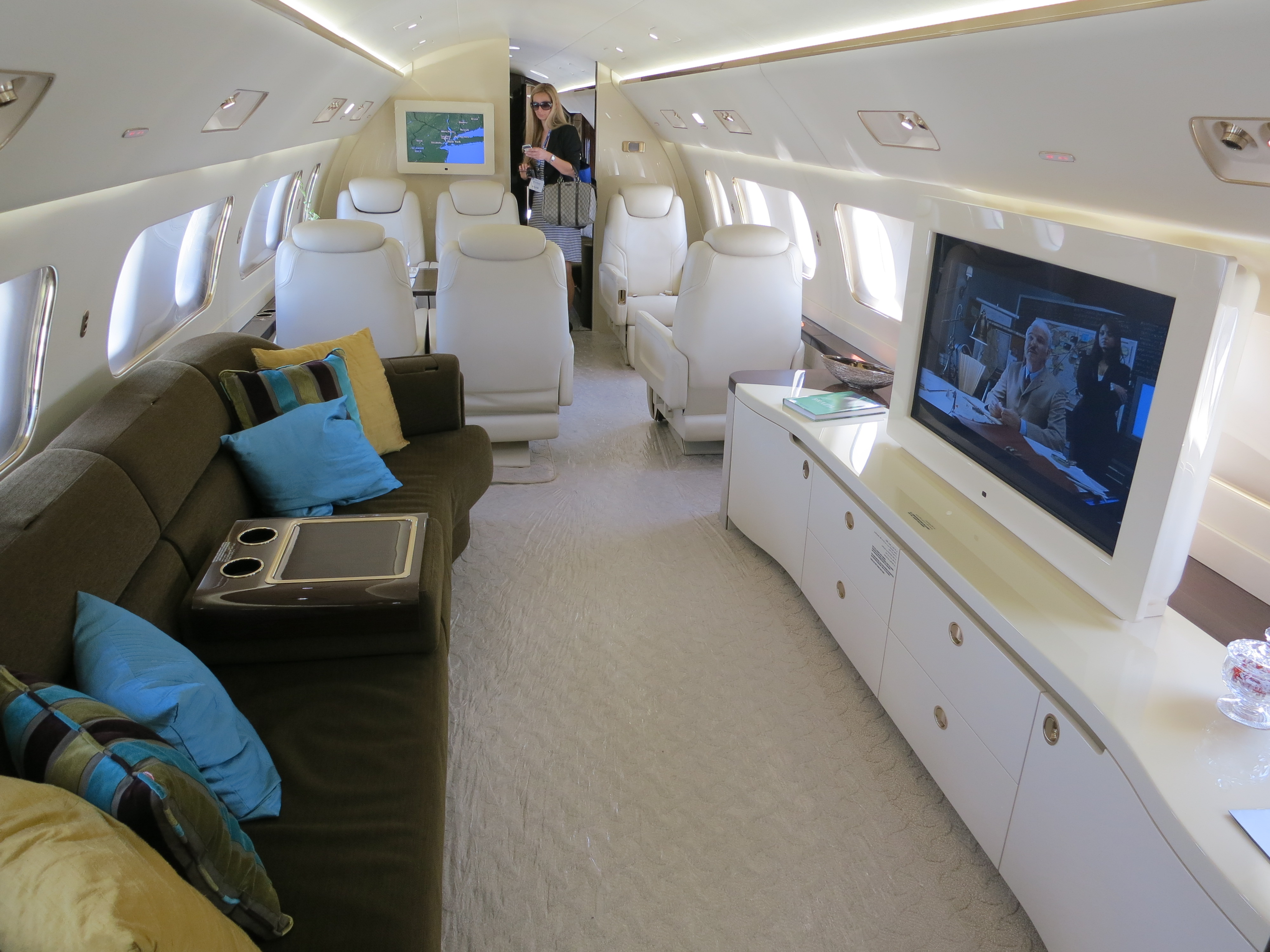 File Embraer Lineage 1000 Cabin Couch And Tv Jpg