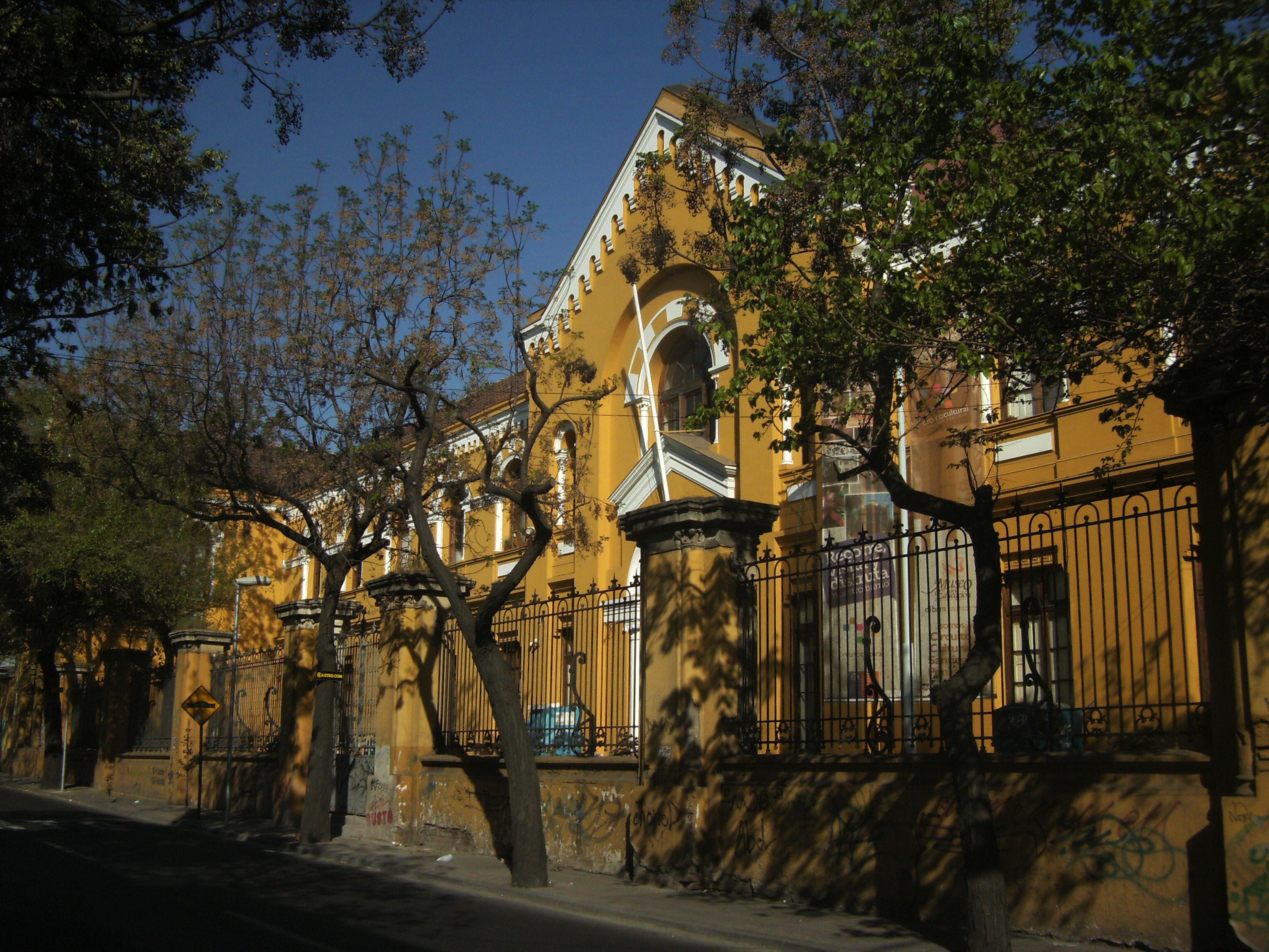 Edificio de la Escuela Normal de Niñas, donde estudió por un tiempo la cantautora.