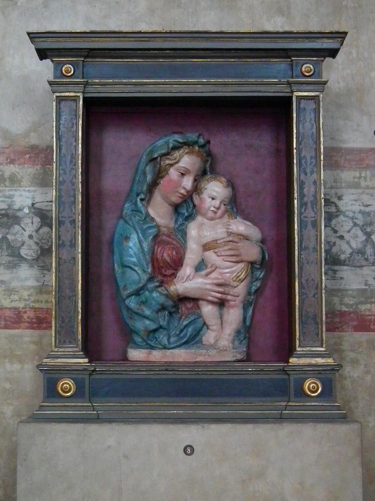 Madonna col Bambino, bottega di Jacopo della Quercia (1374–1438), dal 1540 al 1559, stucco policromo