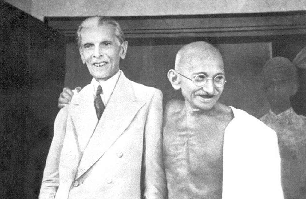 Muhammad Ali Jinna (Left), Mahatma Gandhi (right).