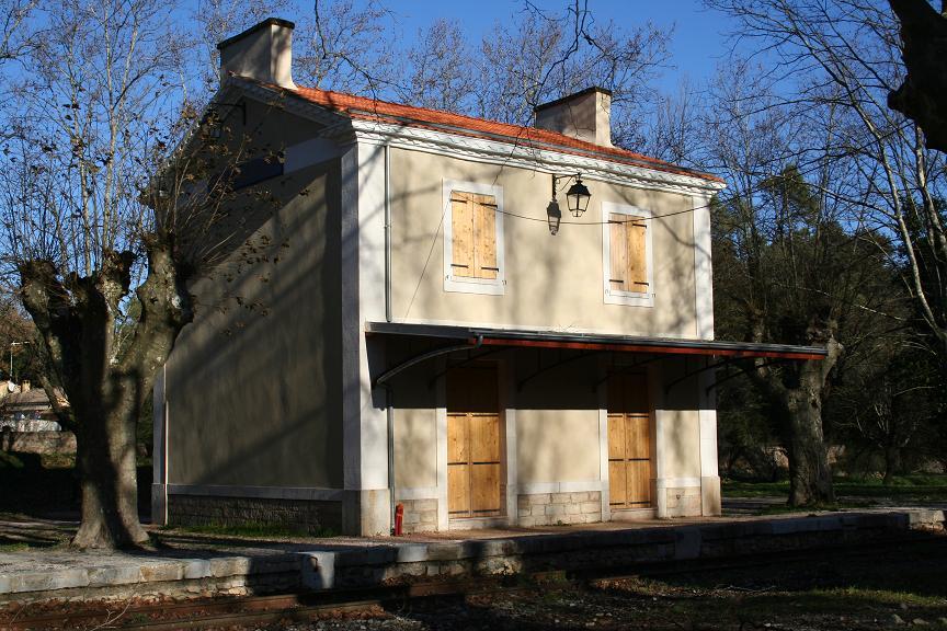 Ste-Anastasie sur Issole train station
