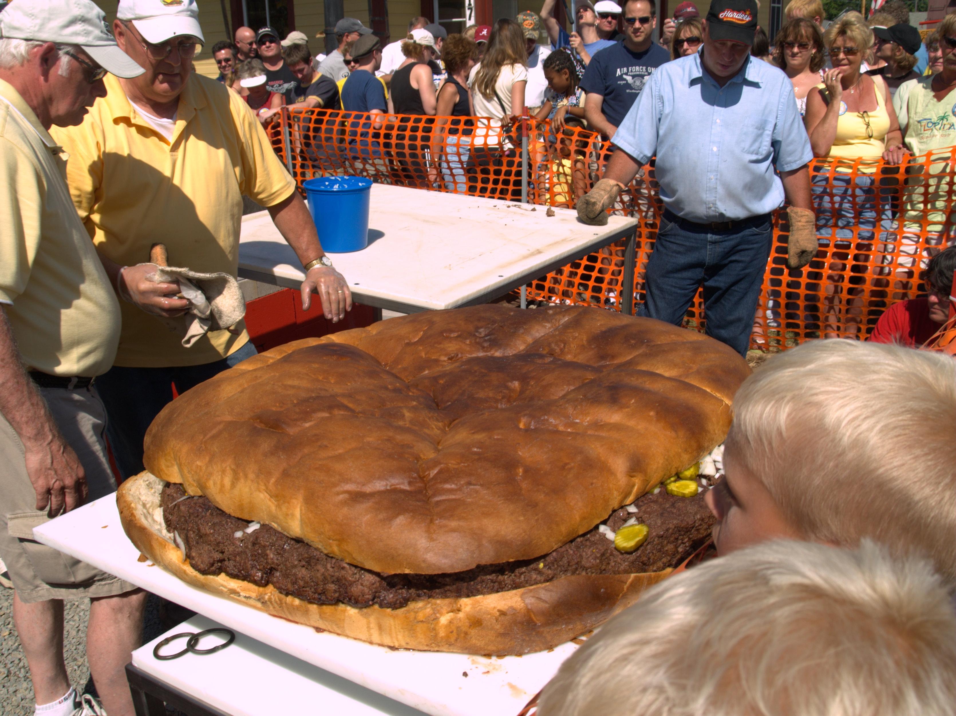 File:Gigantic hamburger at Giant Burger Festival, 2008.jpg ...