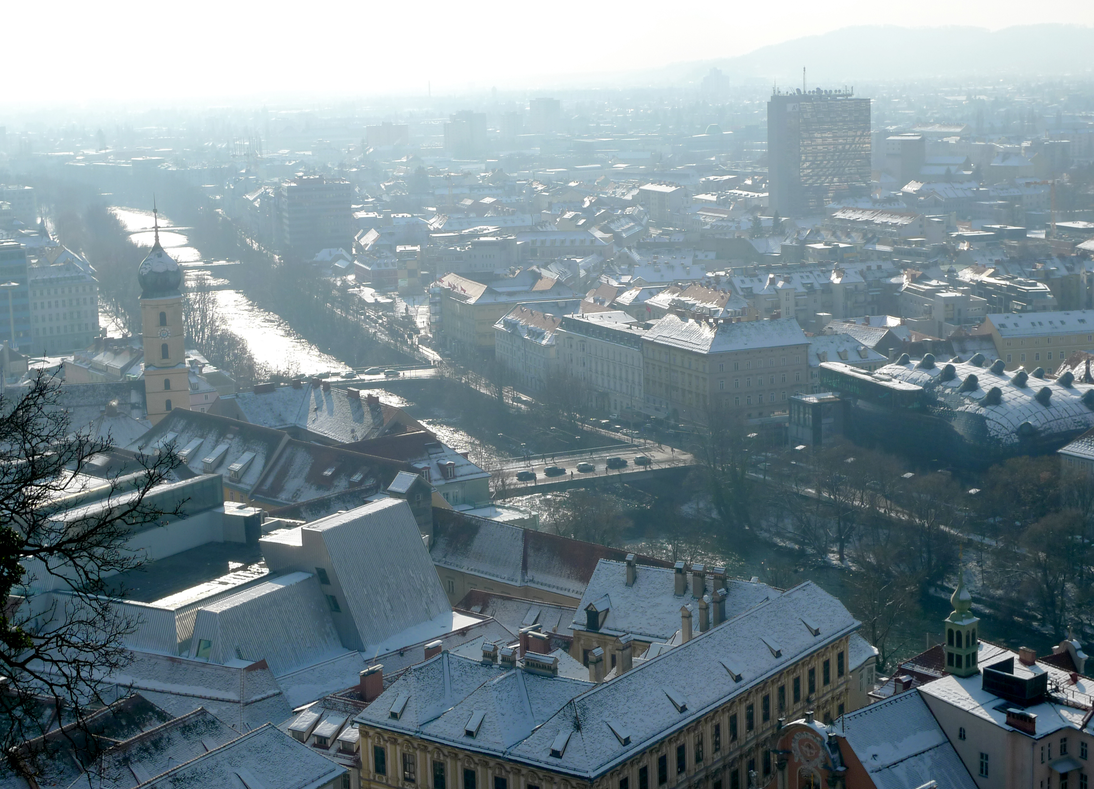 Graz gegen Süden, die Mur mit Brücken
