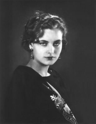 https://upload.wikimedia.org/wikipedia/commons/4/46/Greta_Garbo08.jpg