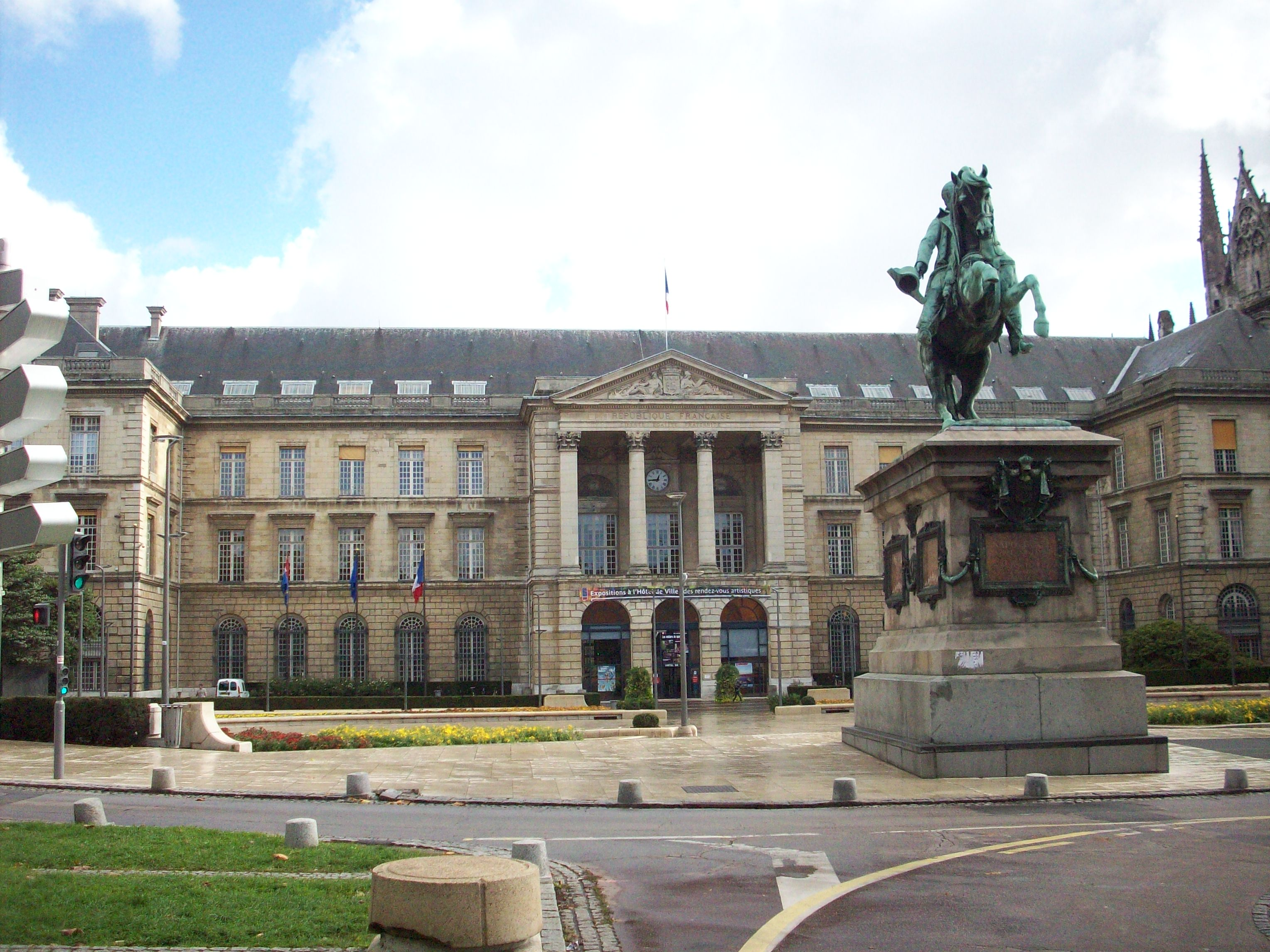 File h tel de ville rouen3 jpg wikimedia commons for Piscine rouen