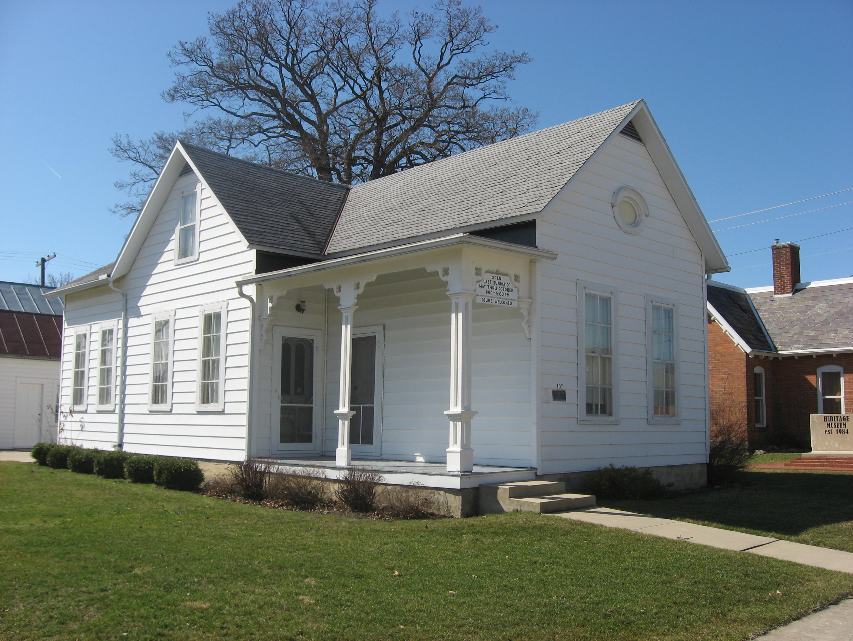 File:H.E. Fledderjohann House front and side.jpg