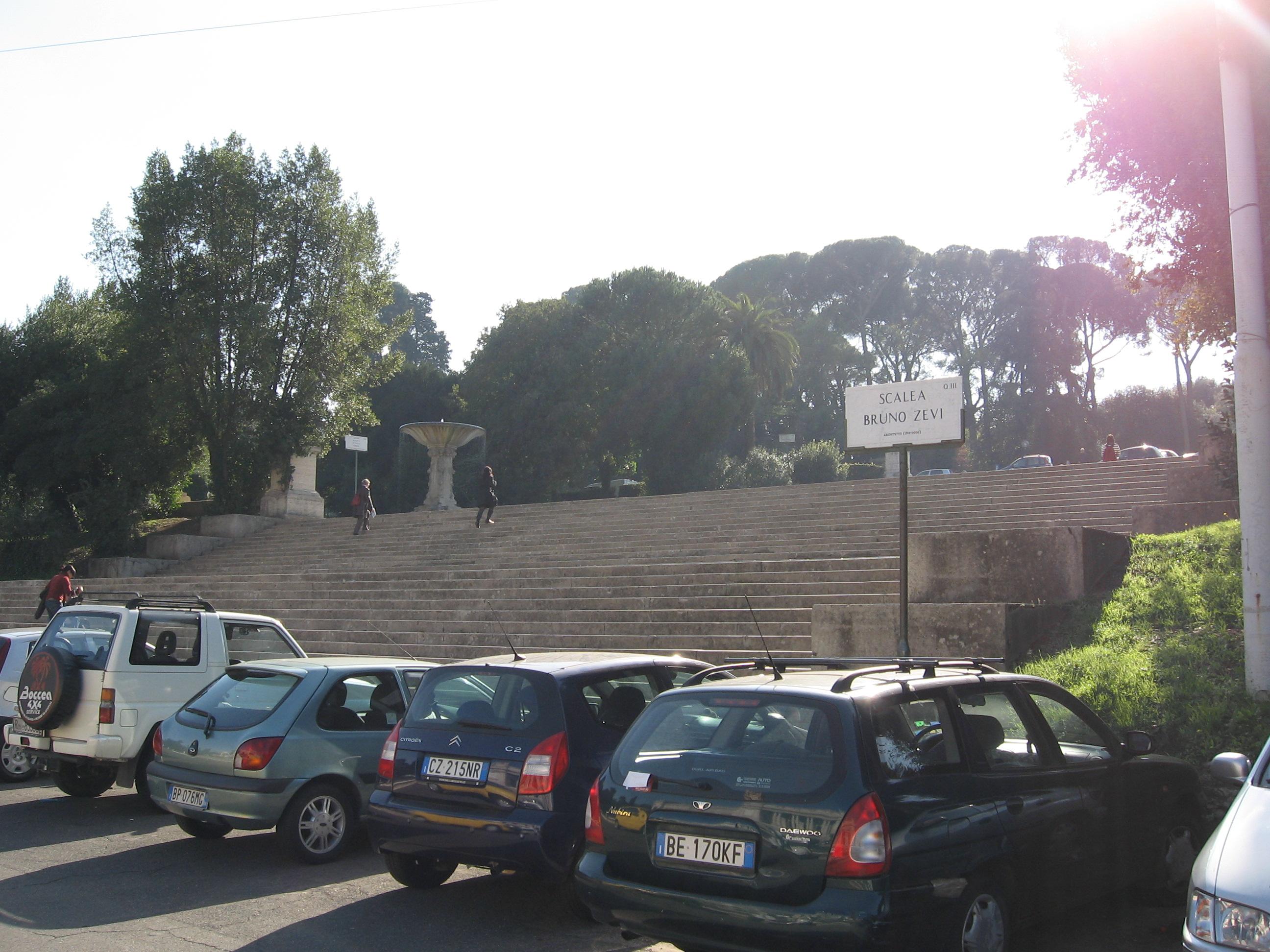 Escalera monumental dedicada a Zevi, Roma.